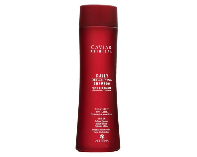 Alterna Шампунь-детокс Caviar Clinical Daily Detoxifying Shampoo — 250 мл66001Шампунь-детокс (Caviar Clinical Daily Detoxifying Shampoo) имеет в себе ряд преимуществ. Во-первых, шампунь идеально подходит для всех типов волос. Благодаря своим составляющим он борется сразу с несколькими проблемами. Во-вторых, средство способствует быстрому росту волос и уменьшению выпадения. В-третьих, шампунь сокращает выделение кожного сала. Благодаря чему волосы становятся бархатистыми и нежными внешне. Регулярное использование этого шампуня обеспечивает восстановление структуры кожи. Она становится максимально плотной, упругой и защищённой. В составе имеет уникальный в своём роде экстракт клевера. Благодаря его воздействию волосы восстанавливаются не только внешне (секущиеся концы, жирность), а ещё и изнутри. Компоненты шампуня являются природными, поэтому эффективность и качество средства обеспечены.