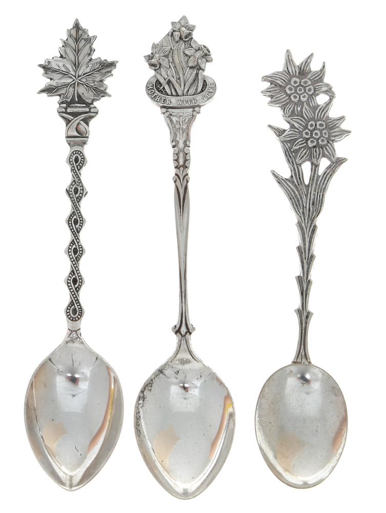 Набор сувенирных ложек, 3 штуки. Металл, серебрение, вторая половина ХХ века739Набор сувенирных ложек, 3 штуки. Металл, серебрение, вторая половина ХХ века. Размеры ложки: 11 х 2,5 см. Сохранность хорошая.