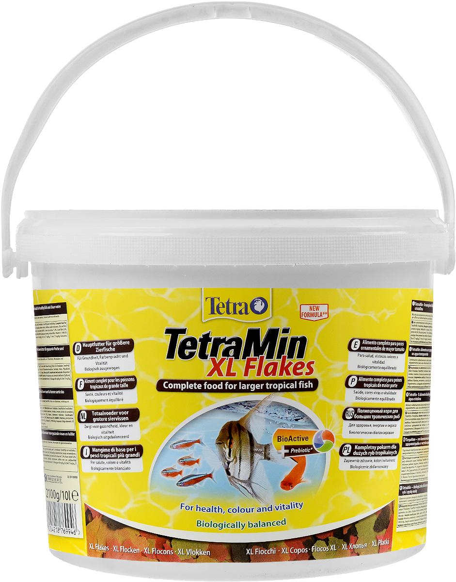 Корм Tetra TetraMin. XL Flakes для больших тропических рыб, крупные хлопья, 10 л (2,1 кг)769946Корм Tetra TetraMin. XL Flakes - это биологически сбалансированный корм в виде хлопьев, предназначенный для больших тропических декоративных рыб. Тщательно подобранная смесь высокопитательных функциональных ингредиентов, витаминов, минералов и микроэлементов для ежедневного полноценного питания рыб. С хлопьями TetraMin ваши рыбки питаются безопасным кормом в виде хлопьев, подходящим по размеру для больших рыб. Смесь семи разных видов хлопьев из более чем 40 видов высококачественного сырья легко усваивается рыбами. Исключительное свойство хлопьев плавать и медленно погружаться в воду обеспечивает оптимальное поглощение корма разными видами рыб. Запатентованная БиоАктив-формула поддерживает работоспособность иммунной системы, обеспечивая высокую продолжительность жизни. Корм содержит пребиотики для улучшенного функционирования организма и усвоения питательных веществ. При регулярном кормлении TetraMin сокращается концентрация...