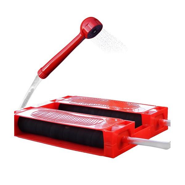 Душ-Топтун дачный ZENET, цвет: красный00000430Душ «Топтун» – легкое и компактное устройство, простое в эксплуатации и надежное, так как благодаря простоте конструкции ломаться в нем нечему. Душ Топтун для дачи предназначен для использования в летний период времени, на даче, в походе и даже в период времени, когда отключают горячую воду в квартире. дачный душ топтун имеет простую конструкцию, без каких-либо сложных элементов, за счет чего он надежен и прост. А взять его с собой, никогда не составит труда. Чтобы накачать воздух, для того, чтобы пошла вода, достаточно топтаться на педалях. душ работает по принципу лодочного насоса лягушка. Принцип работы настолько прост, что с ним справится как пожилой человек, так и ребенок. С покупкой дачного душа, мытье станет приятной забавой для ваших детей. Душ для дачи будет выручать вас снова и снова. Благодаря этастичным подушкам, на которые необходимо нажимать, воду из шланга можно поднять до 2 м. Отличный забор воды гарантирован, ведь шланги для душа сделаны из толстого и прочного...