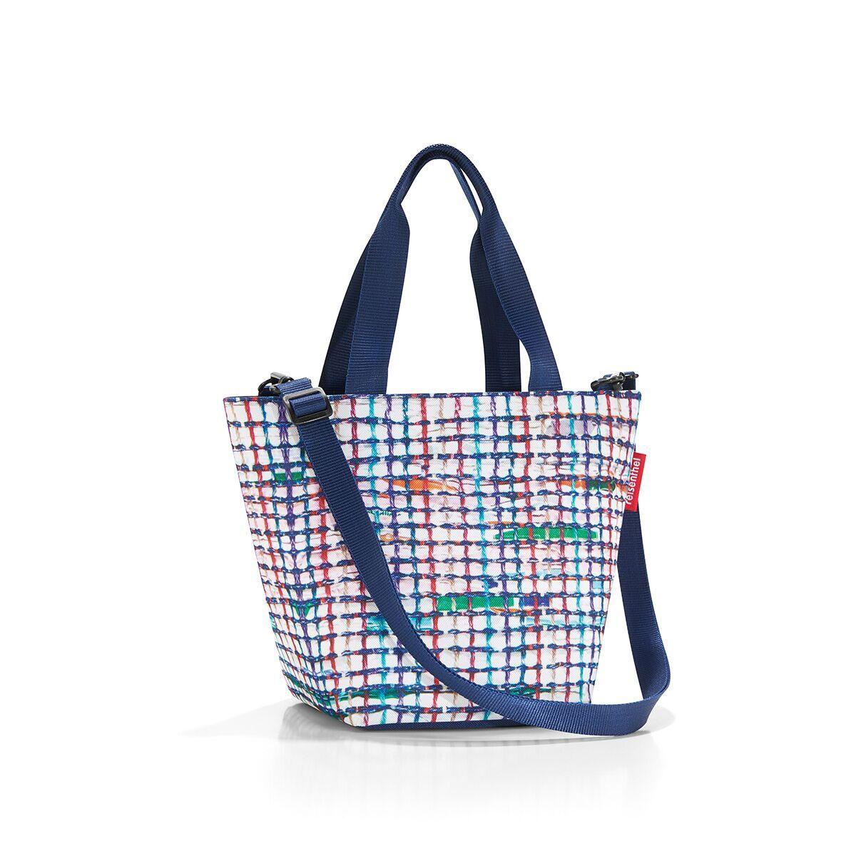 Сумка-шоппер жен. Reisenthel, цвет: синий. ZR4041ZR4041Уменьшенная версия классической сумки. Симпатичная сумка для похода в магазин: широкие удобные лямки распряделяют нагрузку на плече, а объем 4 литра позволяет вместить необходимый батон хлеба, пакет молока и другие вкусности. Застегивается на молнию. Внутри - кармашек на молнии для мелочей. Две ручки плюс ремешок с регулируемой длиной. Специальное уплотненное днище для стабильности. Серия special edition - это лимитированные модели сумок с уникальными принтами. Сочетают расцветки разных коллекций, а также имеют вышивку и аппликацию.