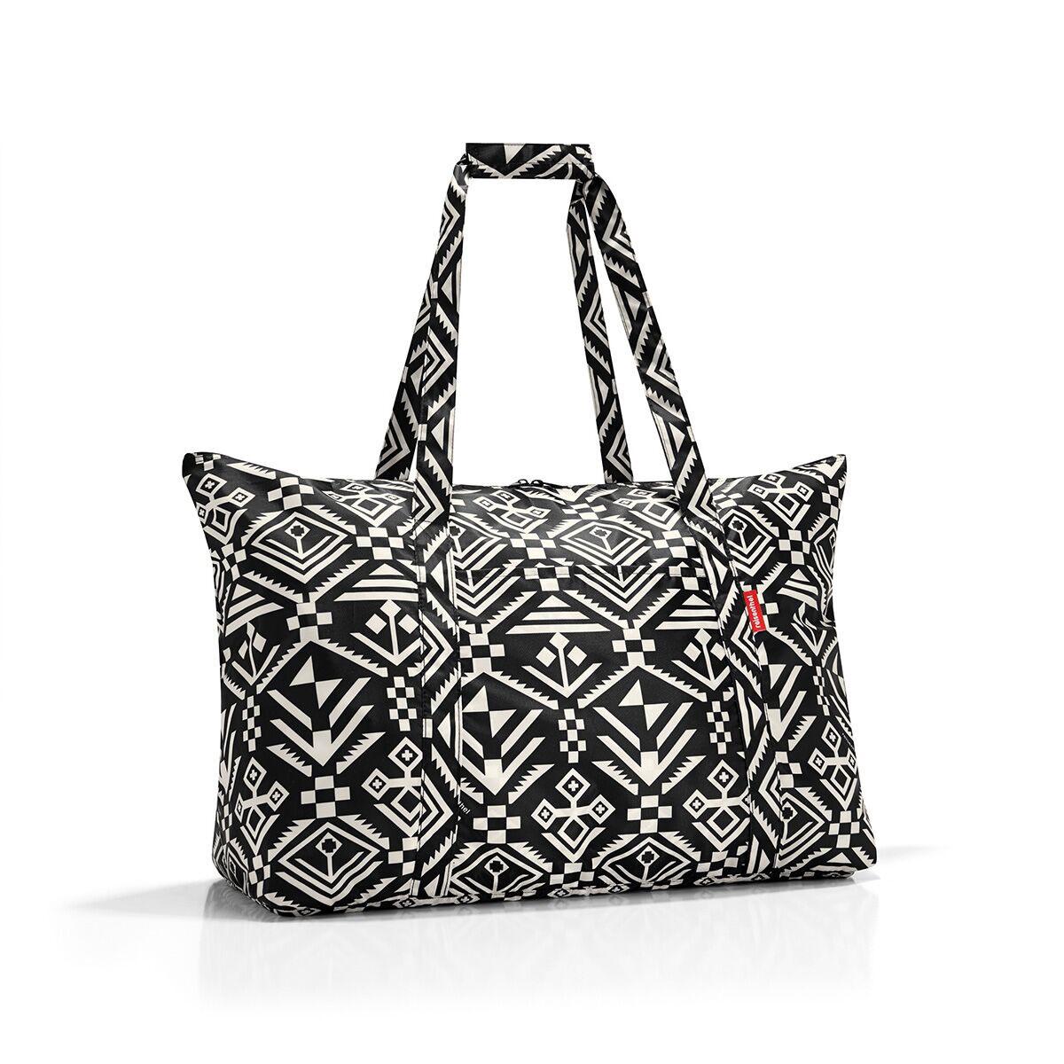 Сумка дорожная жен. Reisenthel, цвет: черный. AG7034AG7034Идеальный компаньон для путешествий, ведь из поездки мы всегда возвращаемся со множеством сувениров и покупок. Так что еще одна сумка пригодится. Она легко складывается в маленький чехол, которые можно взять с собой в сумке или рюкзаке. Так же можно использовать для похода за продуктами. Внутренний объем сумки - 30 литров. Есть внешний кармашек для мелочей. Для удобства ручки сумки можно соединить между собой.
