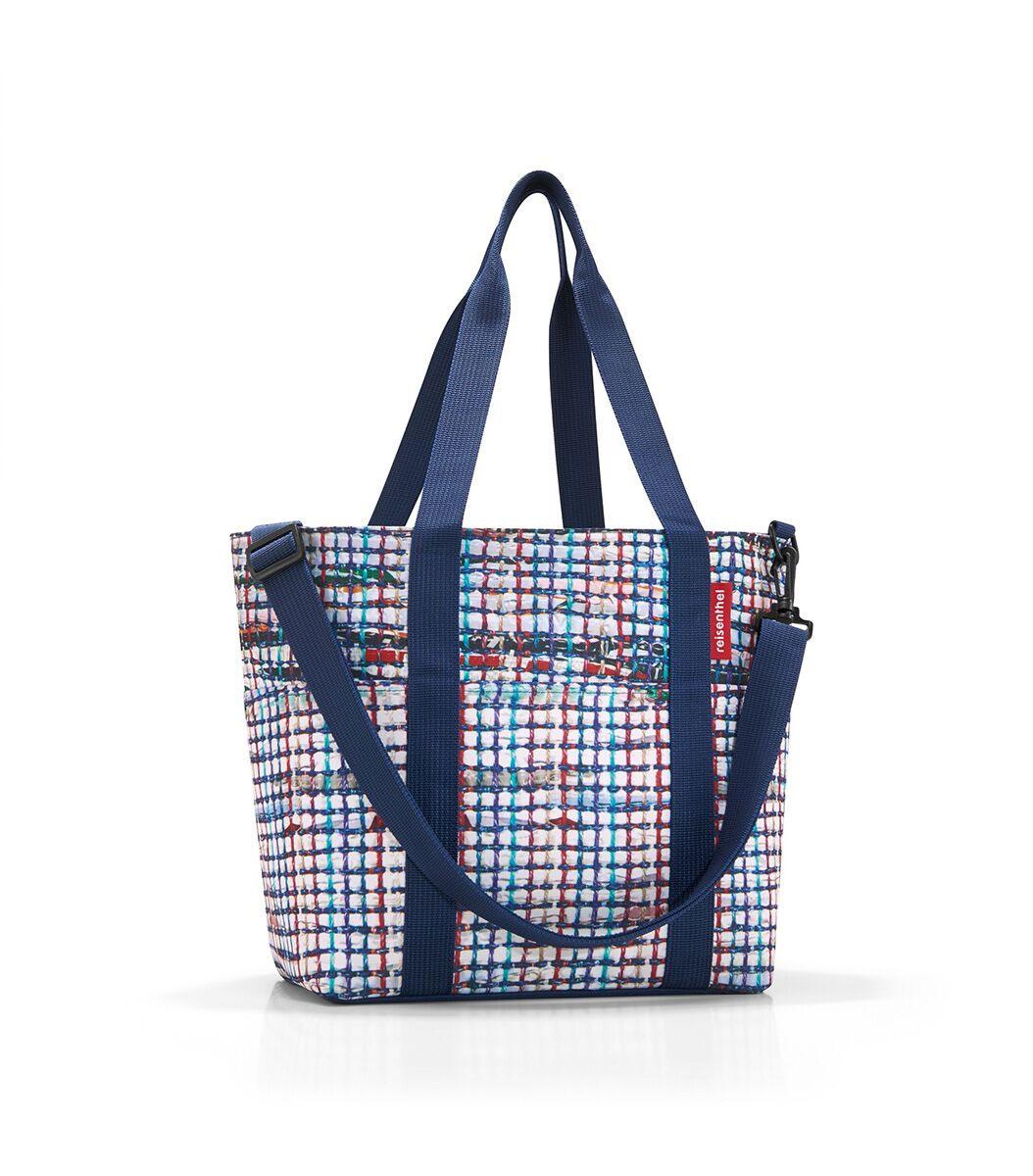 Сумка-шоппер жен. Reisenthel, цвет: синий. MZ4041MZ4041Универсальная сумка для прогулок, пикника или шоппинга. Продуманный дизайн сочетает внешнюю привлекательность и исключительную практичность. Изобилие карманов и отделений помогает держать в порядке даже большое количество разнообразных вещей. - вместительное основное отделение на молнии; - 2 удобные ручки для переноски; - съемный регулируемый наплечный ремень; - 4 внешних и 6 внутренних отделения. - небольшой потайной карман, вшитый в подкладку; - подкладка на дне, обеспечивающая прочность и стойкую форму; - материал: высококачественный водостойкий полиэстер; - объем – 15 литров.