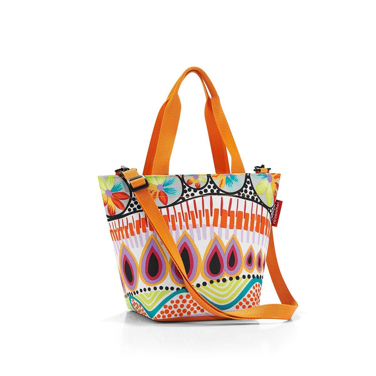 Сумка-шоппер жен. Reisenthel, цвет: мультиколор. ZR2020ZR2020Уменьшенная версия классической сумки. Симпатичная сумка для похода в магазин: широкие удобные лямки распряделяют нагрузку на плече, а объем 4 литра позволяет вместить необходимый батон хлеба, пакет молока и другие вкусности. Застегивается на молнию. Внутри - кармашек на молнии для мелочей. Две ручки плюс ремешок с регулируемой длиной. Специальное уплотненное днище для стабильности. Серия special edition - это лимитированные модели сумок с уникальными принтами. Сочетают расцветки разных коллекций, а также имеют вышивку и аппликацию.