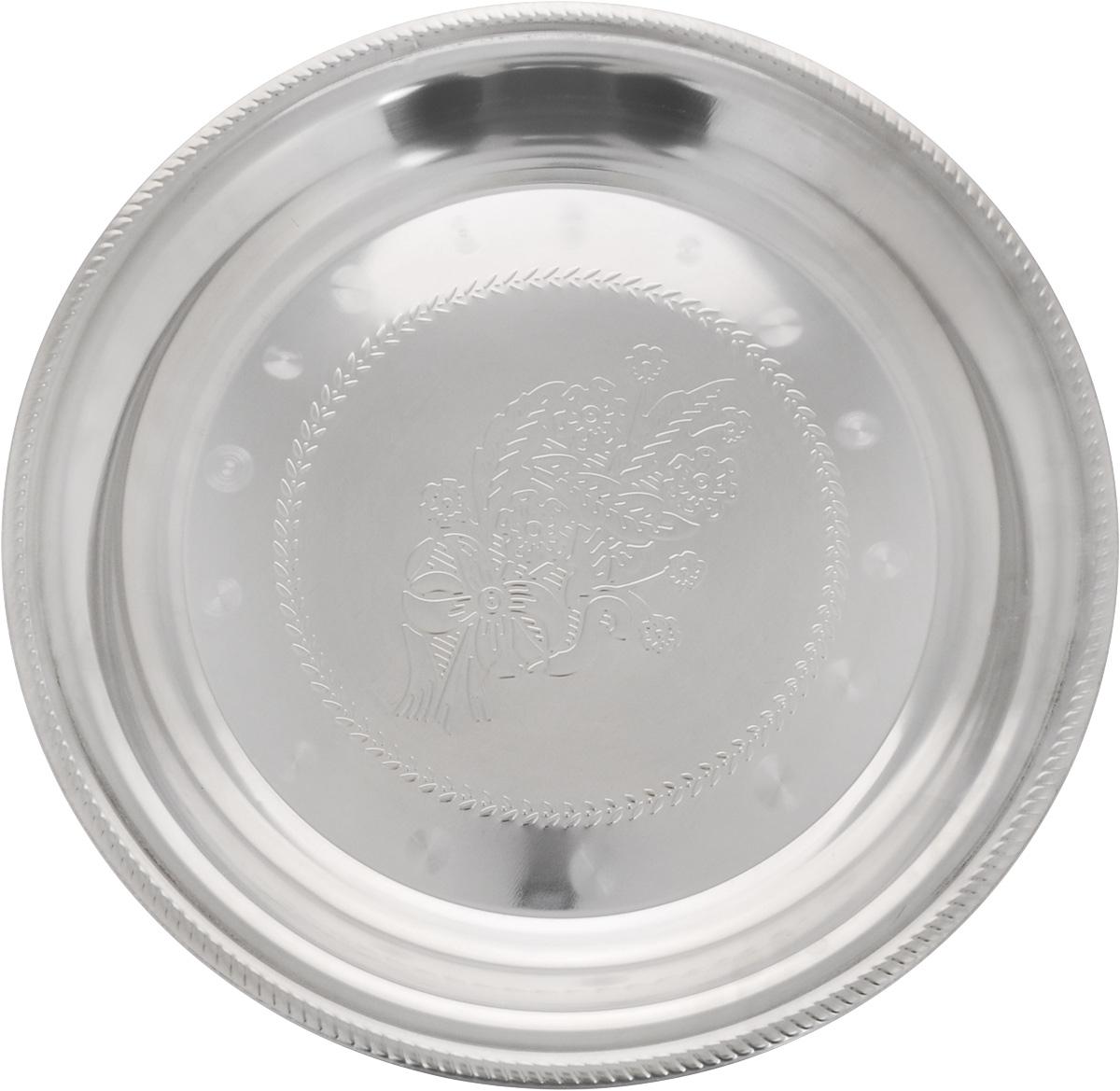 Блюдо для фруктов Mayer & Boch, диаметр 48 см22721Блюдо для фруктов Mayer & Boch круглой формы выполнено из стали с серебряно-никелевым покрытием. Блюдо с зеркальной поверхностью по краям оформлено изящным рисунком. Оно отлично подойдет для красивой сервировки различных блюд, закусок и фруктов на праздничном столе. Изящный дизайн придется по вкусу и ценителям классики, и тем, кто предпочитает утонченность и изысканность. Блюдо для фруктов Mayer & Boch станет отличным подарком на любой праздник. Диаметр блюда: 48 см. Высота блюда: 5 см.