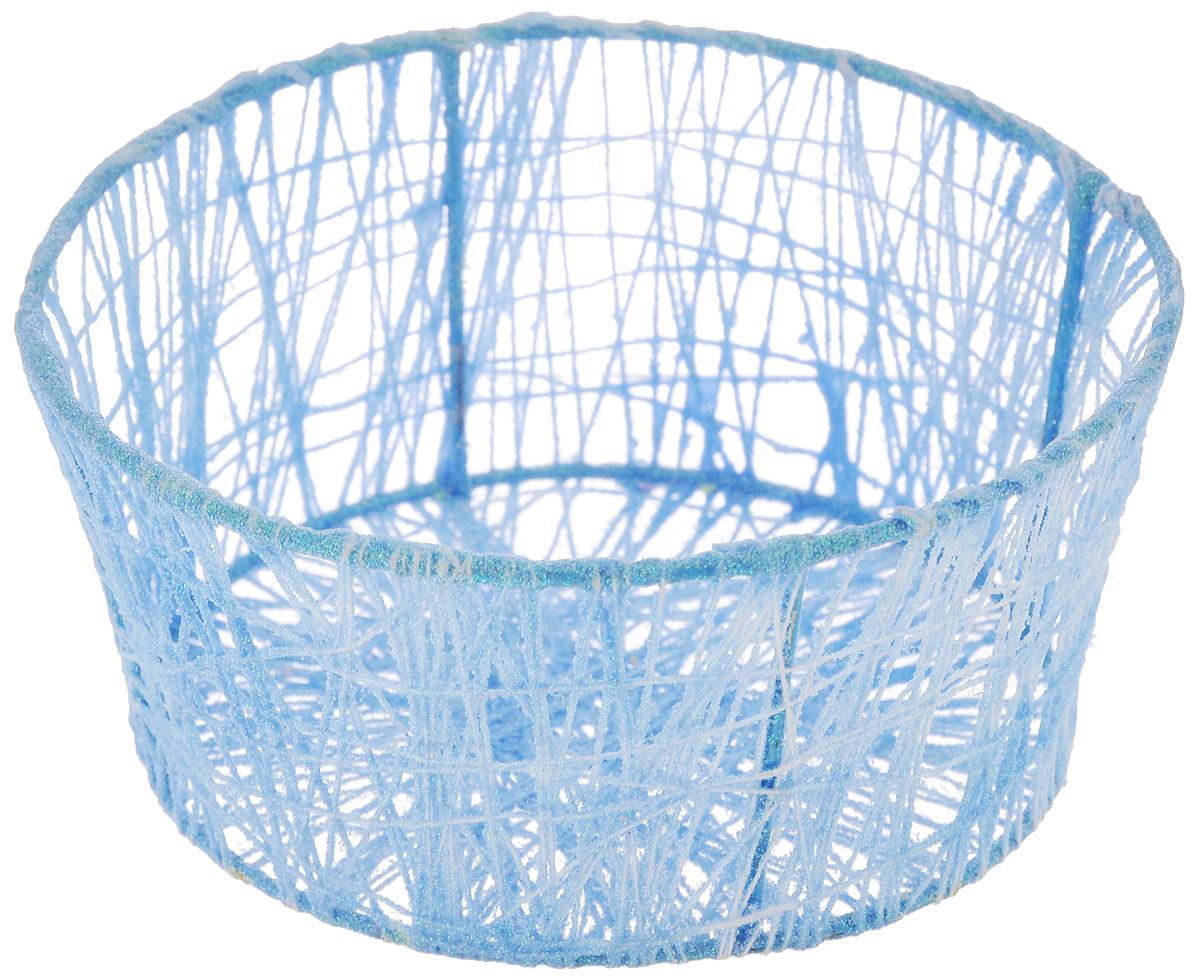 Корзина декоративная Home Queen Паутинка, цвет: голубой, диаметр 14 см66827_1Декоративная корзина Home Queen Паутинка предназначена для хранения пасхальных яиц. Изделие, украшенное блестками, имеет металлический каркас, обтянутый нитями из полиэстера. Такая корзина станет интересным и необычным подарком или украшением интерьера.