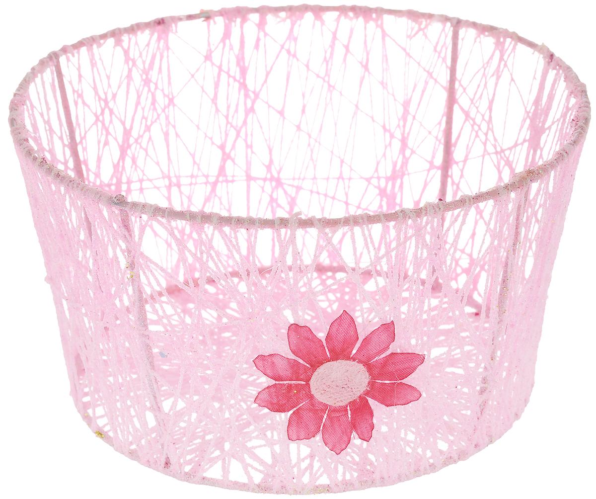 Корзина декоративная Home Queen Сияние, цвет: розовый, диаметр 18 см66829_2Декоративная корзинка Home Queen Сияние прекрасно подойдет для хранения пасхальных яиц, а также различных мелочей. Корзинка имеет металлический каркас, обтянутый нитями из полиэстера. Блестки придают изделию особый праздничный вид. Сбоку корзинка декорирована аппликацией в виде цветочка. Такая корзинка украсит интерьер дома к Пасхе, внесет частичку тепла и веселья в ваш дом.