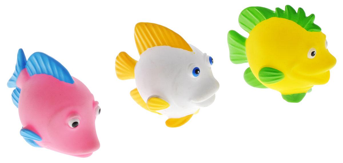 Затейники Набор игрушек для ванной Морские рыбы цвет розовый белый желтыйGT8756_розовый,белый,желтыйЯркий набор игрушек для ванной Затейники Морские рыбы привлечет внимание вашего ребенка и поможет ему весело провести время. Набор состоит из трех морских рыбок. Если сначала набрать воду в игрушку, а потом нажать на нее, то из игрушки брызнет тонкая струя воды, что, несомненно, развеселит вашего малыша. Набор доставит ребенку большое удовольствие при купании.