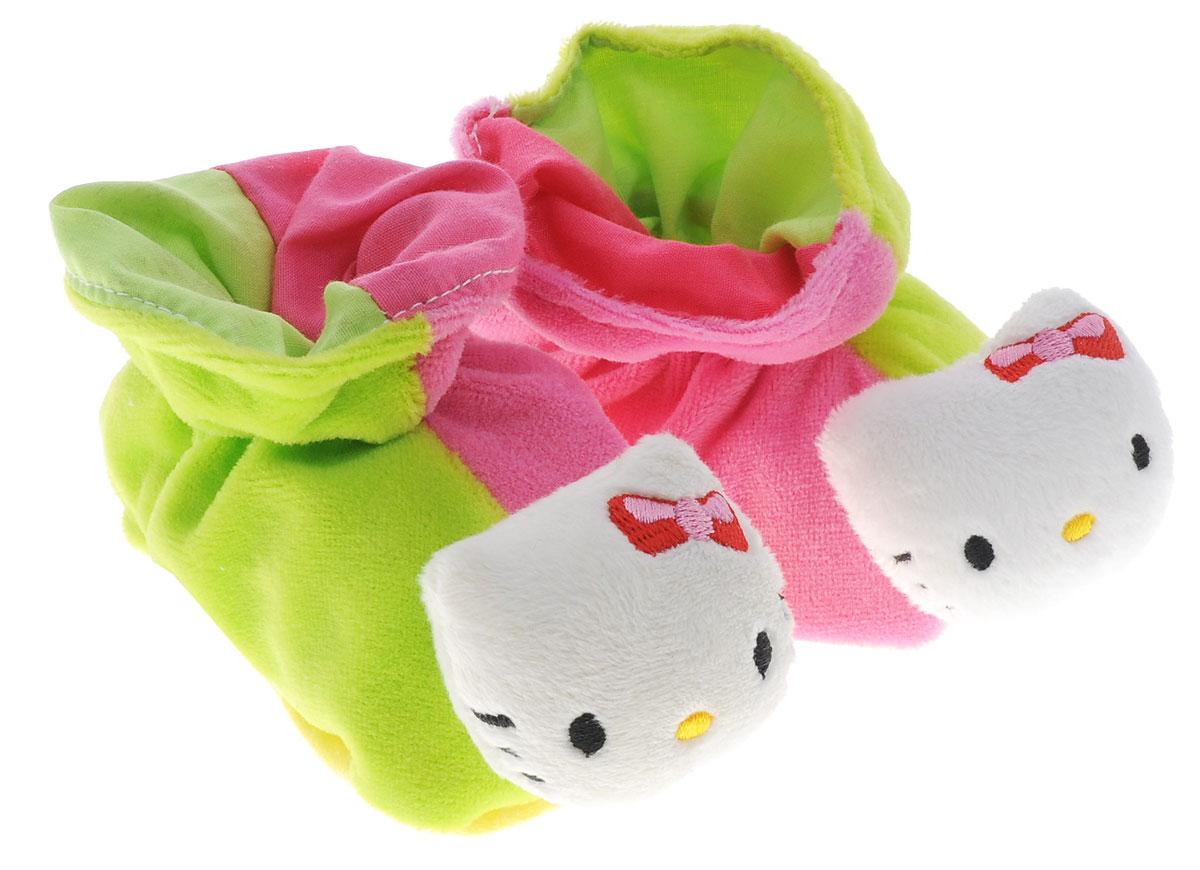 Hello Kitty Игрушка-погремушка Тапочки цвет розовый салатовый4014804Игрушка-погремушка Hello Kitty Тапочки - милая погремушка, выполненная в стиле Hello Kitty, которая обязательно понравится малышке. Ребенок будет с удовольствием рассматривать свою первую и очень забавную игрушку. Погремушка изготовлена из мягкой, приятной на ощупь ткани в виде забавных тапочек. Носы тапочек выполнены в виде мордочки кошечки Hello Kitty. Яркие цвета игрушки и различные типы материала направлены на развитие мыслительной деятельности, цветовосприятия, тактильных ощущений и мелкой моторики рук ребенка, а элемент погремушки способствует развитию слуха.