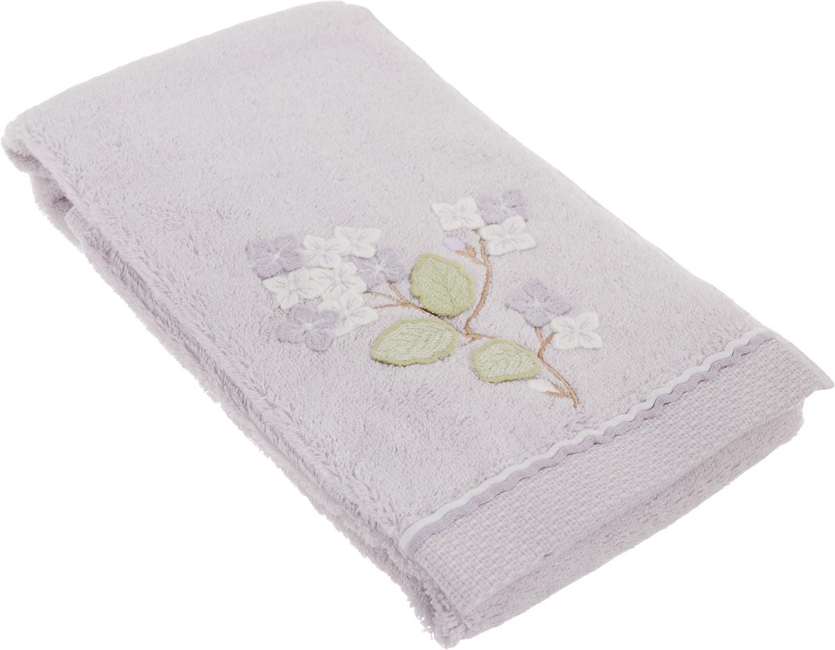 Полотенце махровое TAC Bloom, с вышивкой, цвет: сиреневый, 50 x 90 см1012-84508Махровое полотенце TAC Bloom выполнено из натуральной махровой ткани (100% хлопок) и украшено вышивкой. Изделие отлично впитывает влагу, быстро сохнет, сохраняет яркость цвета и не теряет форму даже после многократных стирок. Полотенце очень практично и неприхотливо в уходе. Такое полотенце прекрасно дополнит интерьер ванной комнаты. Рекомендации по уходу: - режим стирки при 40°C, - допускается деликатная сухая химчистка, - отбеливание запрещено, - глажка при температуре подошвы утюга до 200°С, - рекомендуется щадящий барабанный отжим. Размер полотенца: 50 x 90 см.