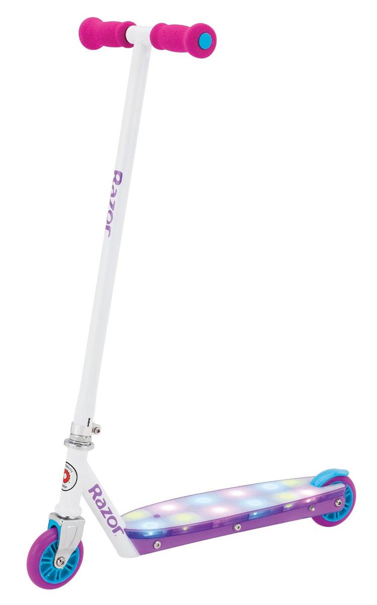 Самокат Razor Party Pop, цвет: фиолетовый084109Дека у самоката светится яркими разноцветными огнями, как световое шоу.