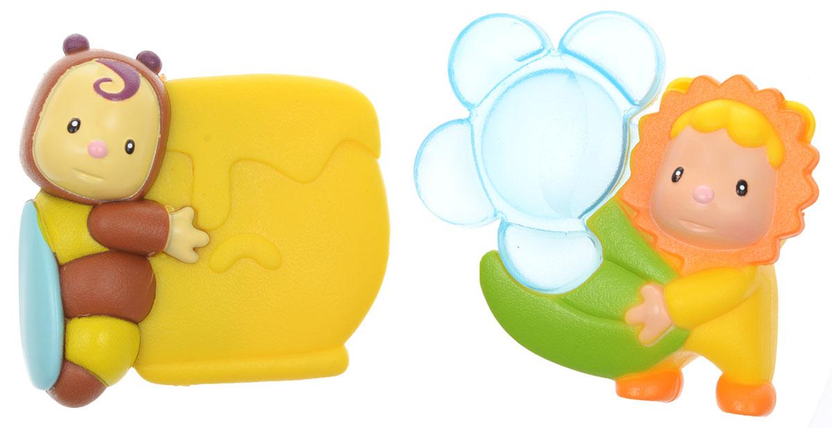 Smoby Погремушка-прорезыватель 2 шт211327Погремушки-прорезыватели Smoby, выполненные из безопасных материалов, представляют собой яркие забавные фигурки из безопасного пластика. Фигурка пчелки держит бочку с медом, а фигурка-солнышко несет большой голубой цветочек. Цветок наполнен водой, его можно охлаждать в холодильнике. Прорезыватели мягко массирует десны малыша и уменьшает дискомфорт при появлении зубов. Прорезыватели-погремушки Smoby развивают мелкую моторику рук, воображение, концентрацию внимания и цветовое восприятие малыша.