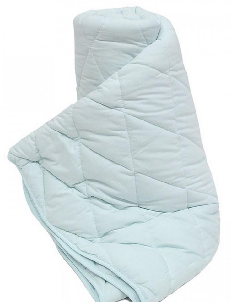 Одеяло TAC Light, наполнитель: силиконизированное волокно, цвет: голубой, 170 х 205 см7080B-8800002228Двуспальное одеяло TAC Light подарит вам здоровый и комфортный сон. Чехол одеяла выполнен из 100% натурального хлопка. Наполнитель одеяла - силиконизированное полиэфирное волокно. Силиконизированное волокно - полое, не склеенное, скрученное волокно. Оно проходит высокую степень силиконизации, тем самым увеличивается его упругость. В изделиях это определяет срок службы. Наполнитель экологически чистый, без запаха, не вызывает аллергии. Изделия с этим наполнителем отлично сохраняют тепло, держат объем, обладая при этом мягкостью и упругостью. Они легкие, гипоаллергенные, свободно пропускают воздух, в них не поселяются вредные микроорганизмы. Одеяло стирается в обычной стиральной машине, быстро сохнет, после стирки восстанавливает свой объем и форму. Одеяло простегано и окантовано, фигурная стежка равномерно удерживает наполнитель внутри и не позволяет ему скатываться. Ваше одеяло прослужит долго, а его изысканный внешний вид будет годами дарить вам уют. ...