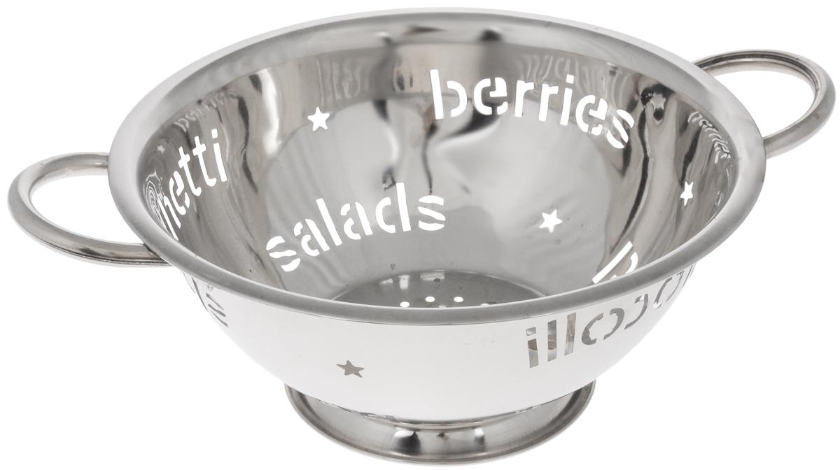 Дуршлаг Mayer & Boch, диаметр 26 см30213Дуршлаг Mayer & Boch изготовлен из высококачественной нержавеющей стали с зеркальной полировкой. Внешние стенки оформлены перфорацией в виде надписей. Дуршлаг снабжен двумя ручками, а также круглой подставкой, что делает удобным его использование. Такой дуршлаг идеален для процеживания ягод, спагетти, салата, овощей и других продуктов. Дуршлаг Mayer & Boch станет незаменимым аксессуаром на вашей кухне и придется по душе любой хозяйке. Диаметр дуршлага по верхнему краю: 26 см. Высота дуршлага: 12 см. Диаметр основания: 11 см.