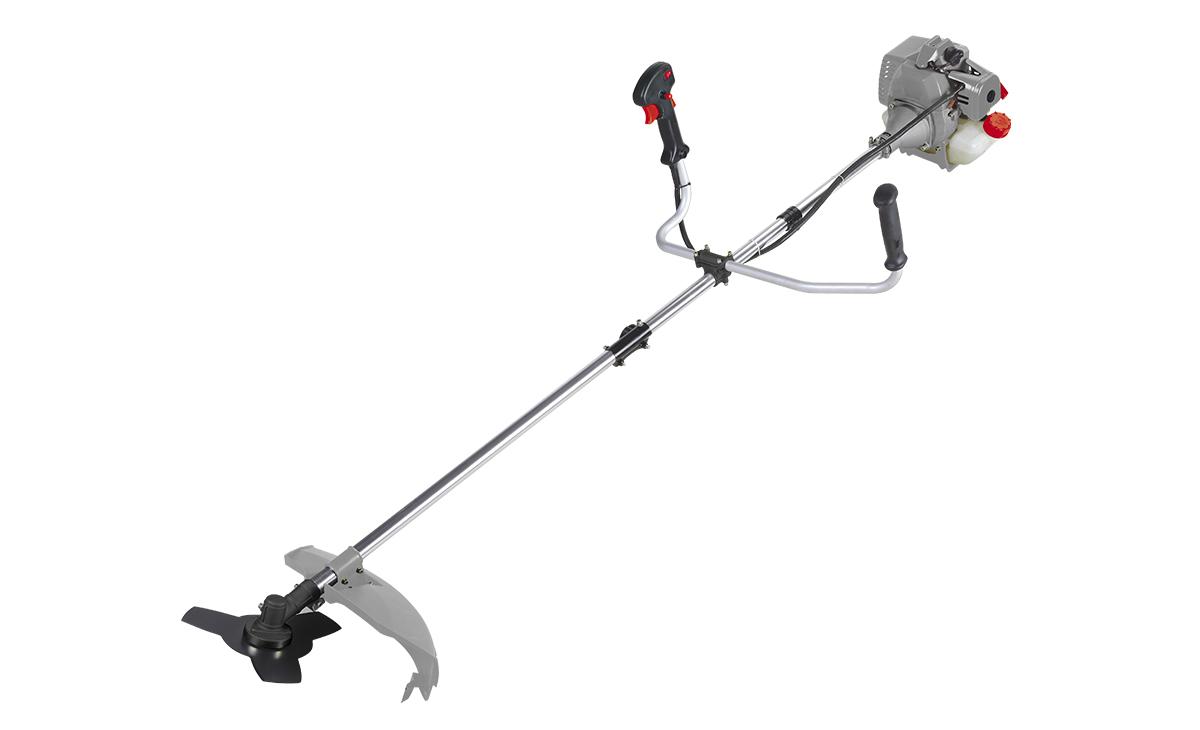 Триммер бензиновый Ставр ТБ-1000ЛРст1000лрБензиновый триммер Ставр ТБ-1000Л - легкий инструмент, при помощи которого можно подравнять траву на приусадебном участке, возле садового домика. В качестве режущего элемента используется нейлоновая леска или нож. Объем двигателя: 32,5 см3. Мощность: 1 кВт. Ширина скашивания: 44 см. Количество оборотов (леска): 9000 об/мин. Количество оборотов (нож): 9500 об/мин. Тип штанги: разборная. Топливная смесь: бензин АИ-92+Масло 25:1.