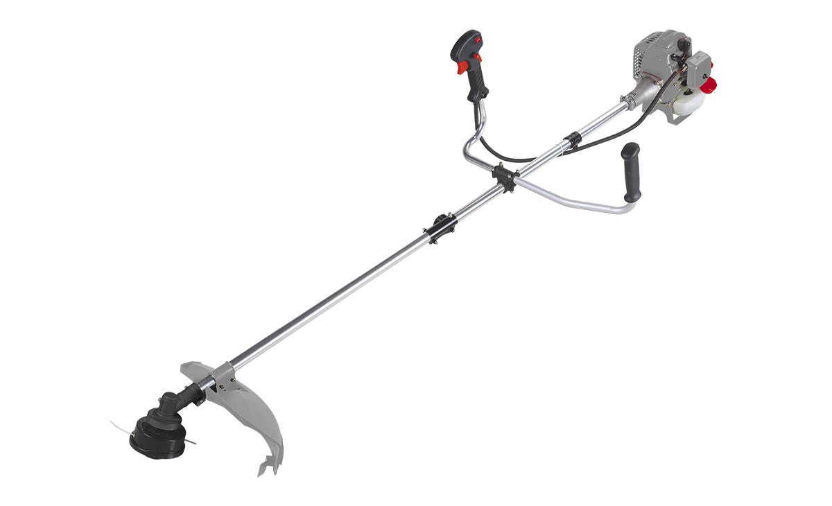 Триммер бензиновый Ставр ТБ-800ЛРст800лрБензиновый триммер Ставр ТБ-800ЛР - легкий инструмент, при помощи которого можно подравнять траву на приусадебном участке, возле садового домика. В качестве режущего элемента используется нейлоновая леска или нож. Объем двигателя: 25,4 см3. Мощность: 0,8 кВт. Ширина скашивания: 44 см. Толщина лески: 2,4 мм. Тип штанги: разборная. Топливная смесь: бензин АИ-92+Масло 25:1.