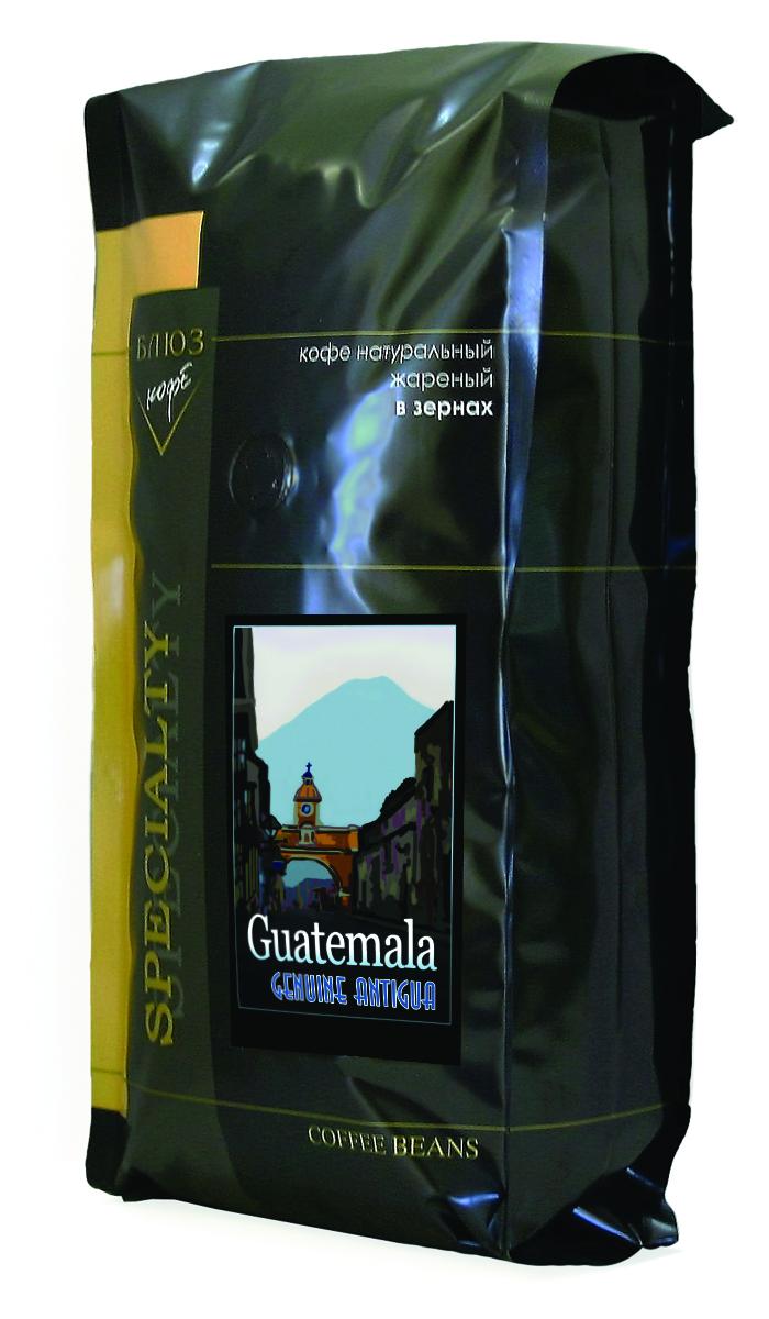Блюз Гватемала Антигуа SHB кофе в зернах, 1 кг4600696010107Блюз Гватемала Антигуа SHB - центральноамериканский сорт арабики. Выращивается на склонах гор на высоте более 1200 метров над уровнем моря. Имеет ярко выраженный острый вкус, высокую кислотность и особенный, с привкусом дыма, аромат. Настой насыщенный, с долгим мягким послевкусием. Букет богатый, комплексный, с фруктовыми, цветочными и дымными оттенками. Палящее солнце Гватемалы придало сорту Антигуа жгучий и воинственный темперамент диких индейских племен. В кофе они черпали силы, яростно противостоя конкистадорам. Гватемала в переводе означает плодородная земля, и действительно, почва там очень мягкая, а кофе Антигуа SHG - сорт с зернами наивысшей твердости.