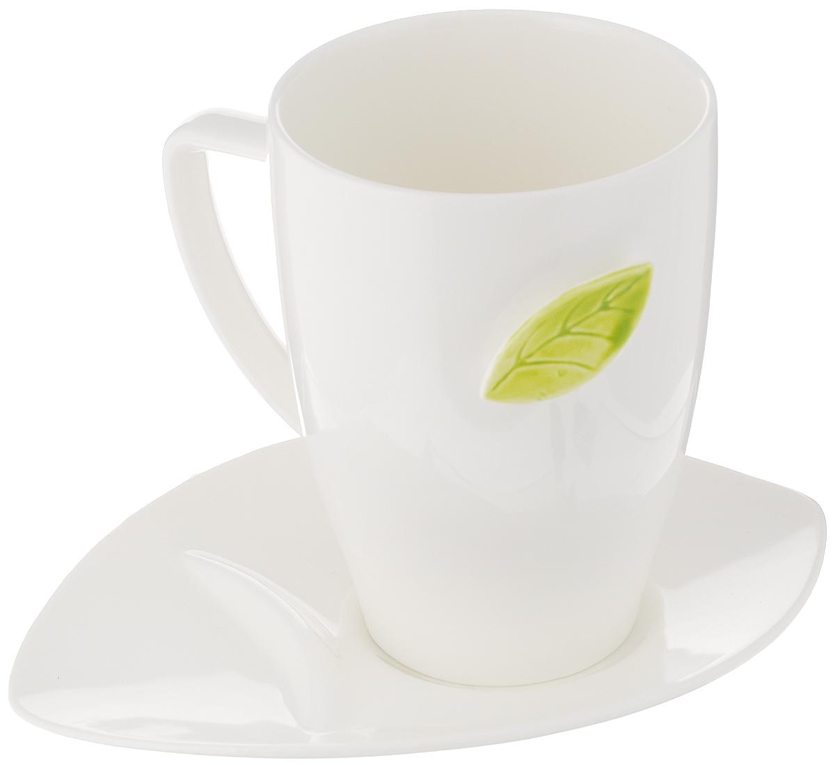 Чайная пара Tescoma Yasmin, 2 предмета387590Чайная пара Tescoma Yasmin состоит из кружки крючком в форме листка для крепления чайных пакетиков при заваривании и блюдца специальной формы для откладывания пакетиков. Изделия выполнены из высококачественного фарфора. Современный дизайн, несомненно, придется вам по вкусу. Чайная пара Tescoma Yasmin украсит ваш кухонный стол, а также станет замечательным подарком к любому празднику. Можно использовать в микроволновой печи, холодильнике и мыть в посудомоечной машине. Объем чашки: 450 мл. Диаметр чашки (по верхнему краю): 8,5 см. Высота чашки: 12 см. Размер блюдца: 18 см. Высота блюдца: 2,7 см.