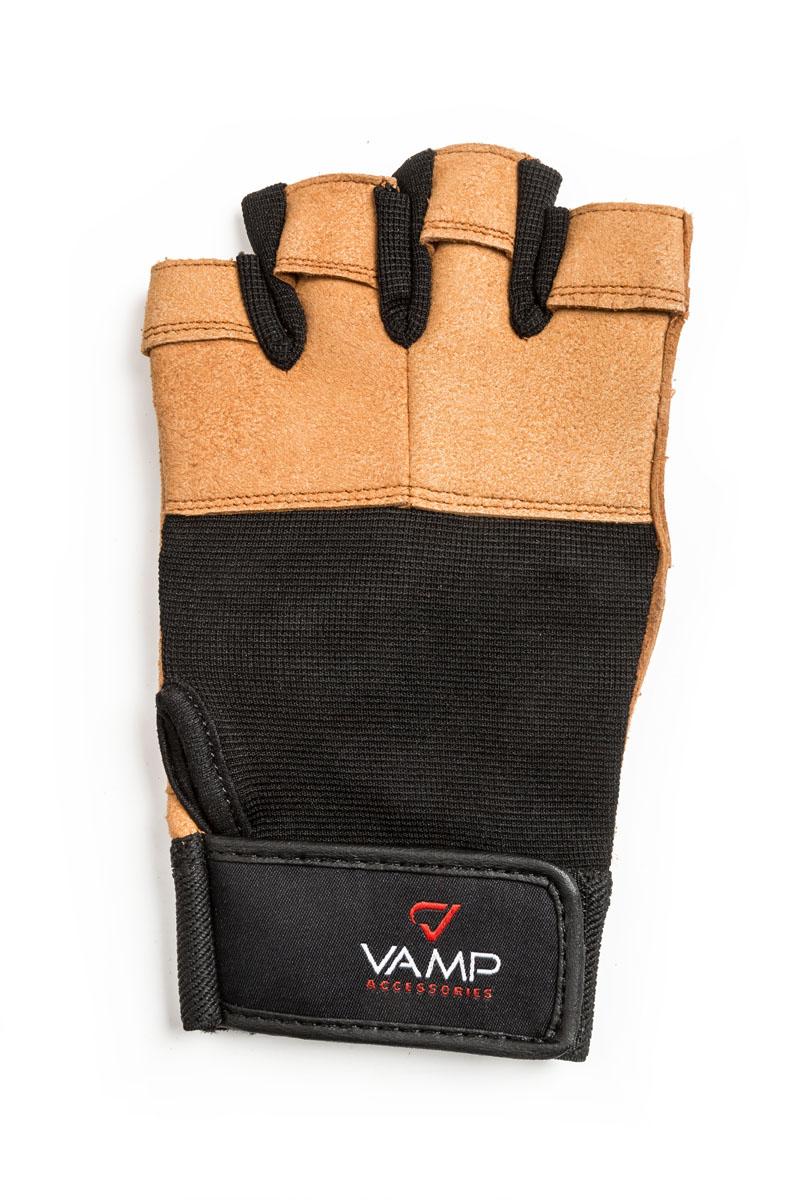 Перчатки для фитнеса Vamp мужские, цвет: коричневый. 530. Размер SV-775Мужские перчатки повышенной прочности – для серьезных нагрузок. Для пауэрлифтинга и бодибилдинга. - Легко и просто снимаются с руки после тяжелой тренировки благодаря специальным вкладкам на пальцах. - Застежка на липучке прочно фиксирует перчатку и удобно регулируется. - Между пальцами вставлена многослойная лайкра.