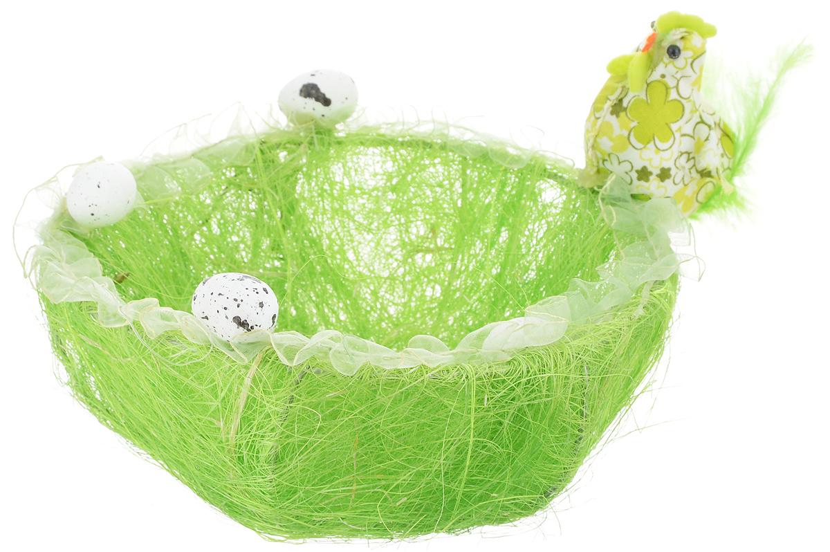 Корзина декоративная Home Queen Нарядная курочка, цвет: зеленый, диаметр 17,5 см66838_1Корзинка Home Queen Нарядная курочка прекрасно подойдет для хранения пасхальных яиц. Корзинка имеет металлический каркас, покрытый сизалем и пенькой. Края изделия декорированы лентой, пенопластовыми яичками и фигуркой нарядной курочки. Такая корзинка украсит праздничный стол, внесет частичку тепла и веселья в ваш дом.