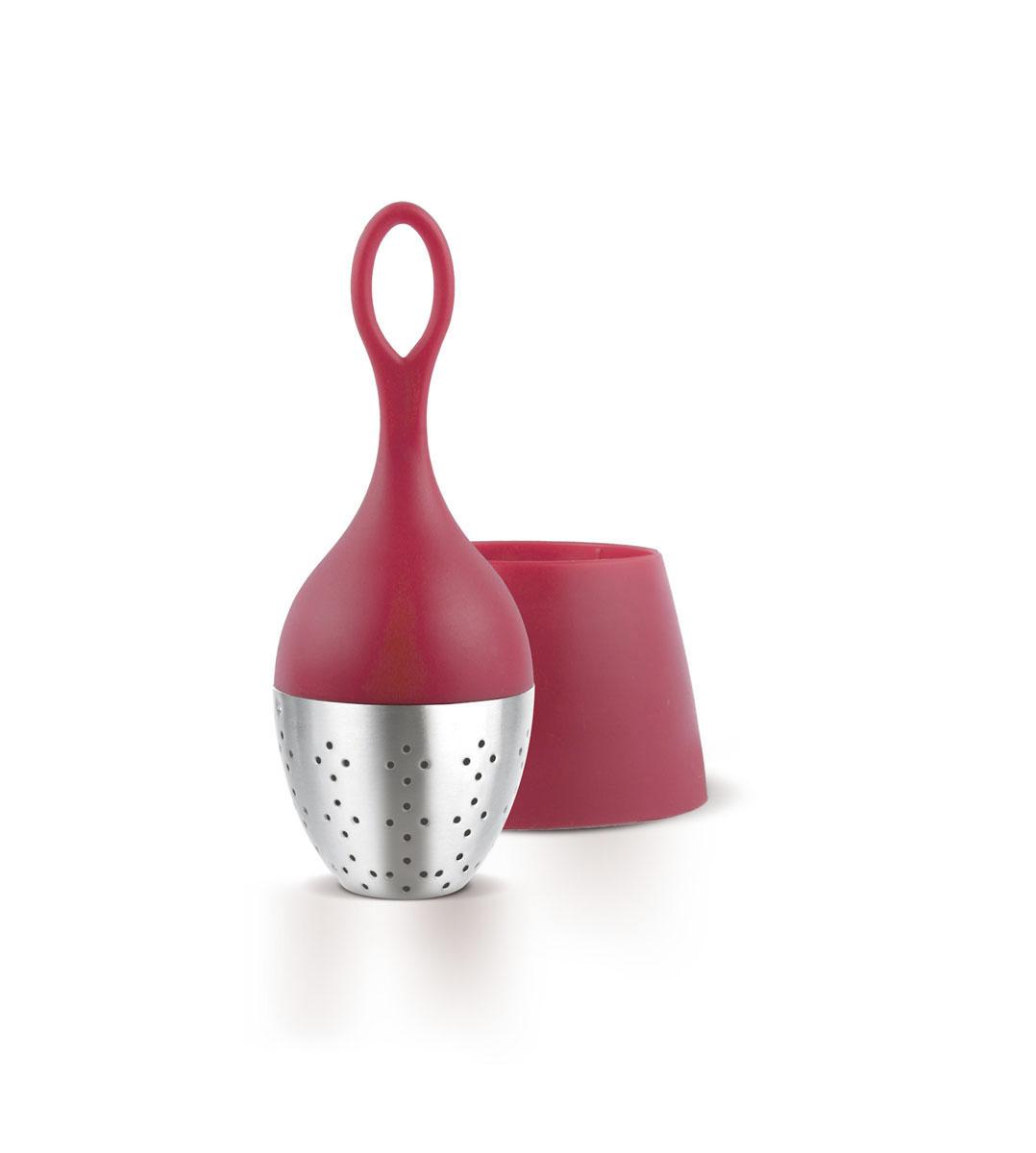 Ситечко для заваривания чая AdHoc, цвет: красный, стальной, диаметр 4 см010.050400.004Благодаря отлично сбалансированной форме и весу, ситечко для заваривания чая AdHoc плавает на поверхности и может быть легко удалено из чашки. Изделие выполнено из высококачественного пластика и нержавеющей стали. После заваривания устанавливается в подставку, где собираются последние капли. Размер ситечка: 4 х 4 х 11 см. Размер подставки: 6 х 6 х 4,5 см.