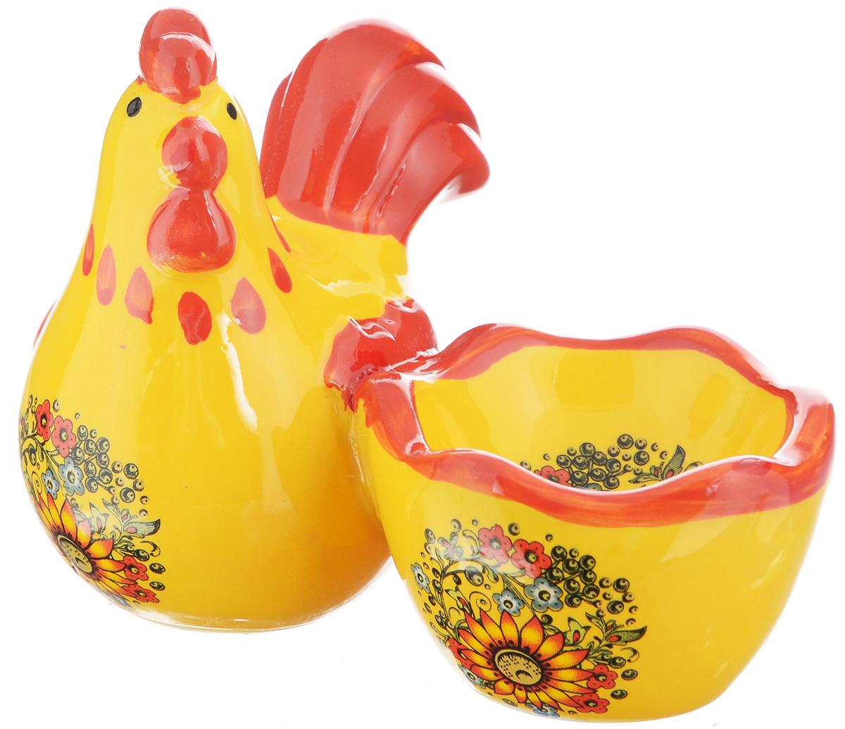 Подставка под яйцо Home Queen Узорная. 6425264252Подставка под яйцо Home Queen Узорная изготовлена из высококачественной глазурованной керамики, расписанной красивыми узорами. Изделие представляет собой фигурку курочки с подставкой для одного яйца. Такая подставка станет оригинальным украшением праздничного стола на Пасху и создаст особое настроение. Посуда не предназначена для использования в микроволновой печи и посудомоечной машине. Выдерживает температуру от -10° до +100°С. Не использовать в морозильной камере. Диаметр выемки для яйца: 5 см.
