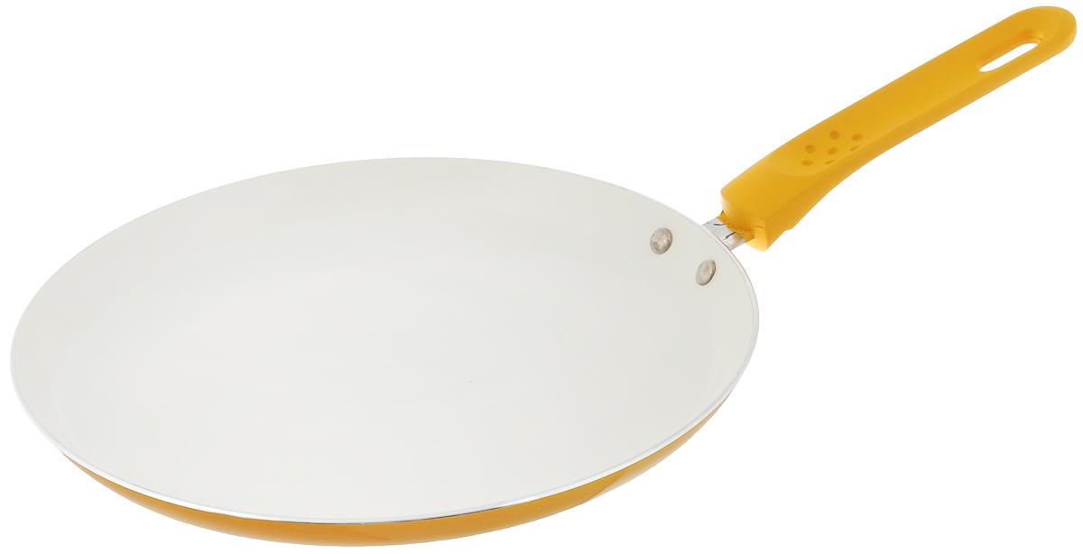 Сковорода для блинов Mayer & Boch, с керамическим покрытием, цвет: желтый. Диаметр 24 см22225_желтыйСковорода Mayer & Boch, изготовленная из алюминия с высококачественным керамическим покрытием, прекрасно подойдет для жарки яичницы, блинов и оладьев. Керамика не содержит вредной примеси ПФОК, что способствует здоровому и экологичному приготовлению пищи. Гладкое керамическое антипригарное покрытие, толщиной более 40 микрон, обладает повышенной прочностью, устойчиво к высокотемпературным режимам и истиранию керамического слоя при ежедневном использовании. Кроме того, с таким покрытием пища не пригорает и не прилипает к стенкам, поэтому можно готовить с минимальным добавлением масла и жиров. Гладкая, идеально ровная поверхность сковороды легко чистится, ее можно мыть в воде руками или вытирать полотенцем. Внешнее жаропрочное покрытие обеспечивает легкий уход за посудой одним движением руки. Эргономичная ручка специального дизайна, выполненная из пластика с силиконовым покрытием, удобна в эксплуатации. Утолщенное дно и стенки увеличивают срок службы...