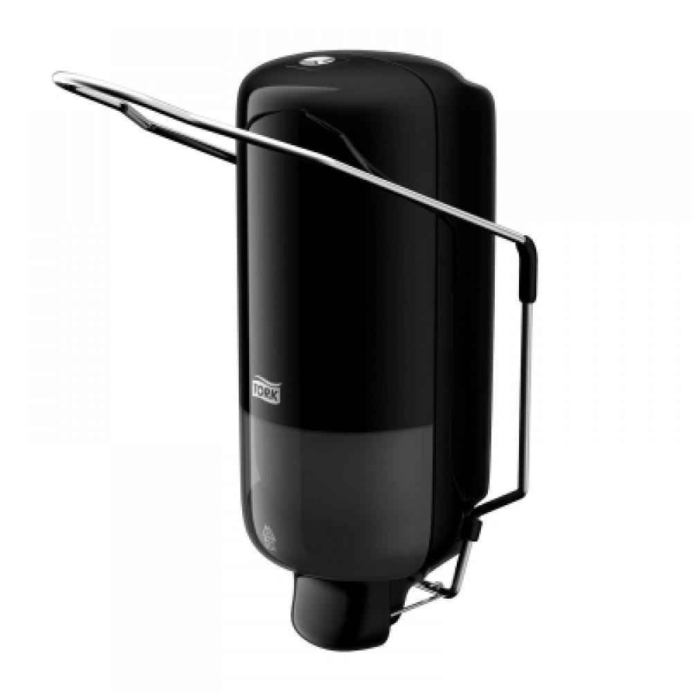 Диспенсер для мыла Tork, цвет: черный. 560108560108Диспенсер с локтевым приводом для мыла Tork Elevation идеально подходит для мест с повышенными гигиеническими требованиями, например, медицинских центров, больниц, лабораторий и пр. Локтевой привод - для помещений с повышенными гигиеническими требованиями. Надежная система подачи мыла - экономичный расход, исключает протекание. Ударопрочный пластик - отвечает всем требованиям гигиены. 1000 порций мыла.