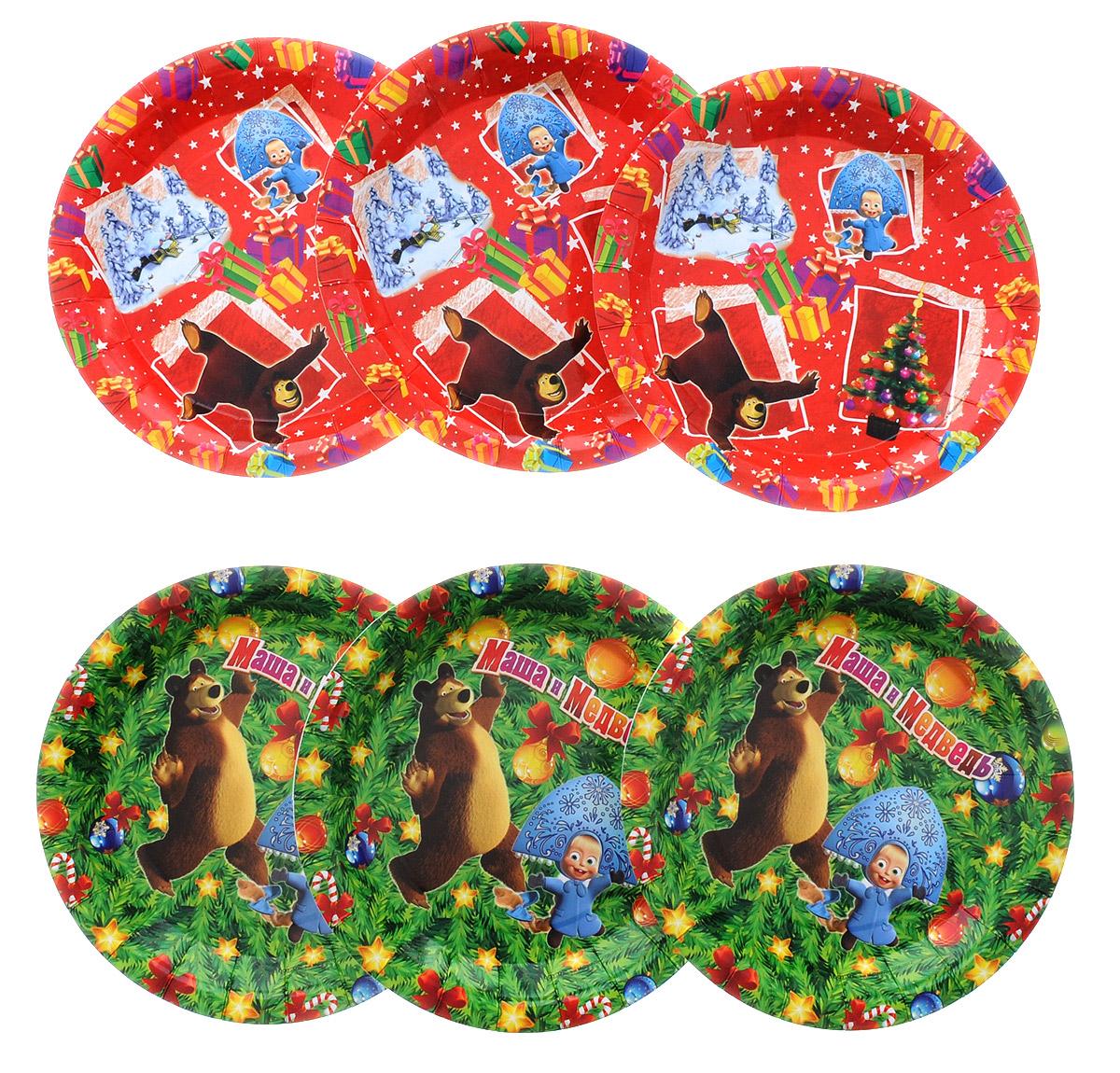 Маша и Медведь Набор одноразовых тарелок Новый год диаметр 18 см 6 шт18767_красный, зеленыйОдноразовые тарелки прочно вошли в современную жизнь, и теперь многие люди просто не представляют праздник или пикник без таких нужных вещей: они почти невесомы, не могут разбиться и не нуждаются в мытье. Набор одноразовых тарелок Маша и Медведь Новый год состоит из 6 тарелок, 3 красных и 3 зеленых, выполненных из картона. Изделия декорированы изображением героев популярного мультсериала Маша и Медведь. Благодаря глянцевому ламинированию они прекрасно справляются со своей задачей: удерживают еду, не промокают и не протекают.