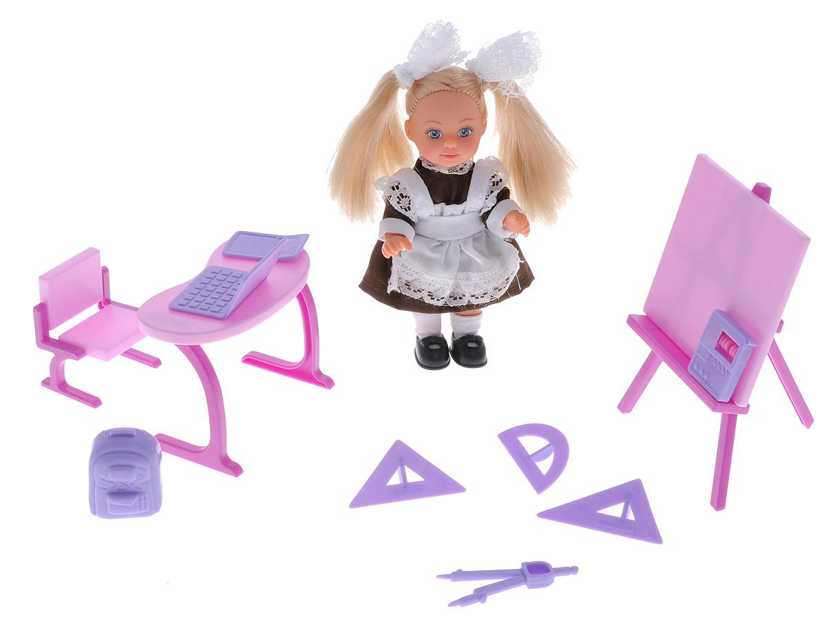 Simba Игровой набор Еви-школьница цвет фиолетовый5739124_фиолетовыйИгровой набор Simba Еви-школьница порадует любую девочку и надолго увлечет ее. В комплект входит кукла, парта, доска, стульчик, циркуль, транспортир, 3 линейки для черчения, калькулятор, счеты, рюкзак и ноутбук. Малышка Еви отправилась в школу! Куколка одета в классическую советскую школьную форму - коричневое платье и белый фартук, оформленный кружевами. Ее волосы украшены двумя кружевными бантами, а на ножках у нее белые гольфы и черные туфельки. Входящие в набор аксессуары и мебель выполнены из яркого пластика. Руки, ноги и голова куклы подвижны, благодаря чему ей можно придавать разнообразные позы. Игры с куклой способствуют эмоциональному развитию ребенка, а также помогают формировать воображение и художественный вкус. Малышка проведет множество счастливых часов, играя с таким замечательным набором. Великолепное качество исполнения делают этот набор чудесным подарком к любому празднику.