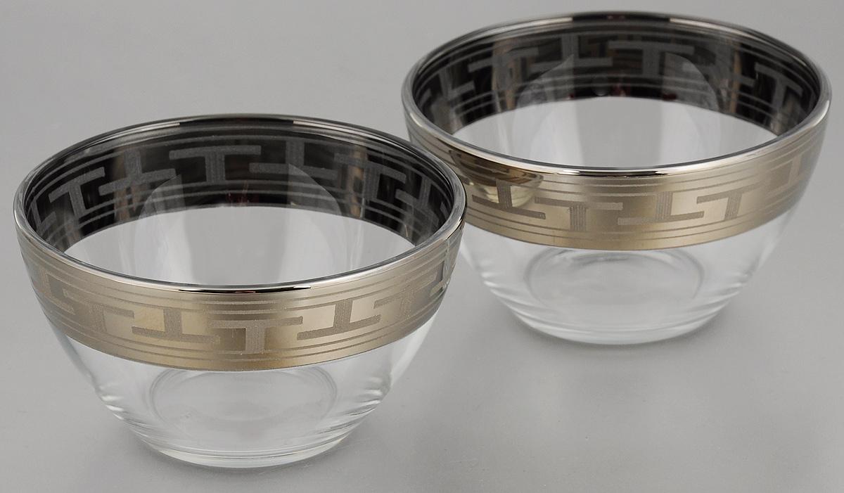 Набор салатников Гусь-Хрустальный Греческий узор, диаметр 13 см, 2 штGE01-1542Набор Гусь-Хрустальный Греческий узор, выполненный из высококачественного натрий-кальций-силикатного стекла, состоит из 2 глубоких салатников. Изделия оформлены красивым зеркальным покрытием и белым матовым орнаментом. Такие салатники прекрасно подходят для сервировки различных закусок, подачи салатов из свежих овощей, фруктов и многого другого. Набор Гусь-Хрустальный Греческий узор прекрасно оформит праздничный стол и удивит вас изысканным дизайном. Диаметр салатника: 13 см. Высота: 7 см.