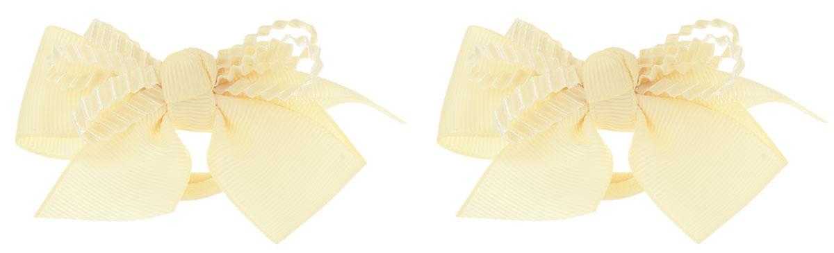 Babys Joy Резинка для волос цвет кремовый 2 шт VT 55VT 55_кремовый, бант рефленныйРезинка для волос Babys Joy выполнена в виде текстильного банта, украшенного рифленой лентой. Резинка позволит убрать непослушные волосы с лица и придаст образу немного романтичности и очарования. Резинка для волос Babys Joy подчеркнет уникальность вашей маленькой модницы и станет прекрасным дополнением к ее неповторимому стилю.