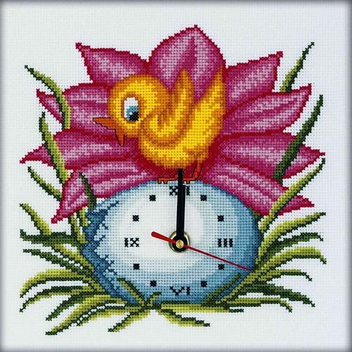Набор для вышивания RTO Время пришло!, 23 см х 23 см. M40011M40011Мулине на карте, разобранное по цветам, канва, символьная схема, игла, инструкция, часовой механизм со стрелками