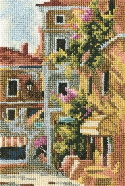 Набор для вышивания RTO Старый дворик, 9 см х 14 см. EH326EH326Мулине на карте, разобранное по цветам, канва, символьная схема, игла, инструкция