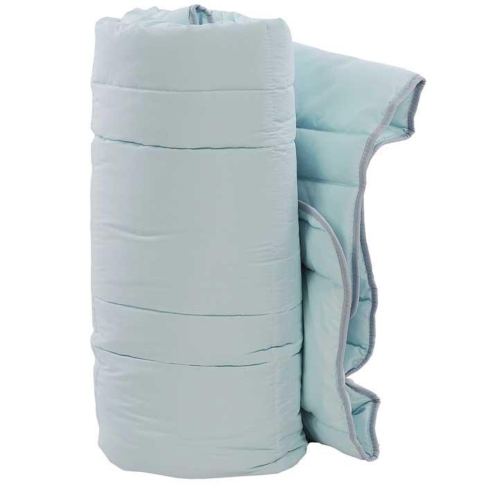 Одеяло TAC Casabel, наполнитель: силиконизированное волокно, цвет: голубой, 140 x 205 см7117B-8800003617Одеяло TAC Casabel подарит вам здоровый и комфортный сон. Чехол одеяла выполнен из мягкого, приятного на ощупь полиэфира. Наполнитель одеяла - силиконизированное полиэфирное волокно. Это полое, не склеенное, скрученное волокно. Оно проходит высокую степень силиконизации, тем самым увеличивается его упругость. В изделиях это определяет срок службы. Наполнитель экологически чистый, без запаха, не вызывает аллергии. Изделия с этим наполнителем отлично сохраняют тепло, держат объем, обладая при этом мягкостью и упругостью. Они легкие, гипоаллергенные, свободно пропускают воздух, в них не поселяются вредные микроорганизмы. Одеяло стирается в обычной стиральной машине, быстро сохнет, после стирки восстанавливает свой объем и форму. Одеяло простегано и окантовано, фигурная стежка равномерно удерживает наполнитель внутри и не позволяет ему скатываться. Ваше одеяло прослужит долго, а его изысканный внешний вид будет годами дарить вам уют. ...