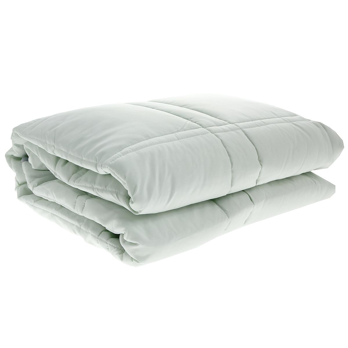 Одеяло TAC Casabel, наполнитель: силиконизированное волокно, цвет: зеленый, 140 x 205 см7117B-8800003621Одеяло TAC Casabel подарит вам здоровый и комфортный сон. Чехол одеяла выполнен из мягкого, приятного на ощупь полиэфира. Наполнитель одеяла - силиконизированное полиэфирное волокно. Это полое, не склеенное, скрученное волокно. Оно проходит высокую степень силиконизации, тем самым увеличивается его упругость. В изделиях это определяет срок службы. Наполнитель экологически чистый, без запаха, не вызывает аллергии. Изделия с этим наполнителем отлично сохраняют тепло, держат объем, обладая при этом мягкостью и упругостью. Они легкие, гипоаллергенные, свободно пропускают воздух, в них не поселяются вредные микроорганизмы. Одеяло стирается в обычной стиральной машине, быстро сохнет, после стирки восстанавливает свой объем и форму. Одеяло простегано и окантовано, фигурная стежка равномерно удерживает наполнитель внутри и не позволяет ему скатываться. Ваше одеяло прослужит долго, а его изысканный внешний вид будет годами дарить вам уют. ...