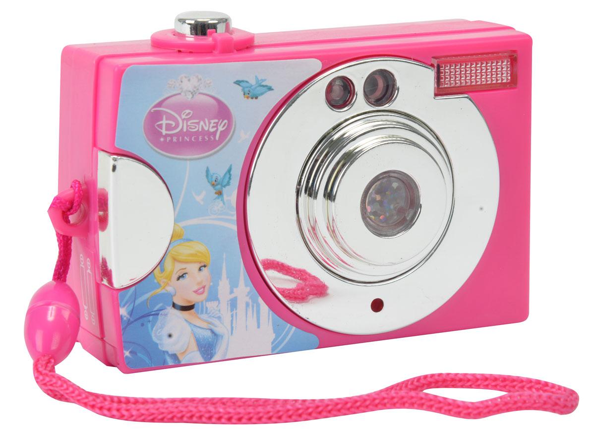 Simba Фотокамера Принцессы9448481Оригинальная фотокамера Disney Princess непременно понравится вашей малышке и станет для нее любимой игрушкой. Ваш ребенок не заскучает, ведь ей надо будет столько всего сфотографировать! Фотоаппарат оборудован кнопочкой, при нажатии на которую, ребенок услышит характерный звук, который сопровождается световой вспышкой. При нажатии кнопки, в видоискателе меняется картинка с героинями мультфильмов Disney - прекрасными принцессами. Фотоаппарат дополнен удобным шнурком для ношения на запястье. Порадуйте своего ребенка таким замечательным подарком. Рекомендуется докупить 2 батареи типа ААА (товар комплектуется демонстрационными).