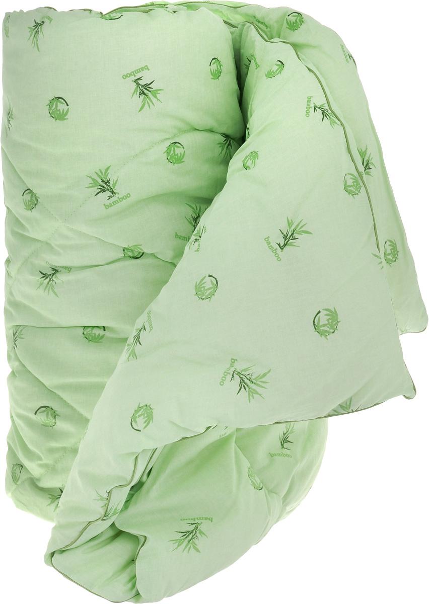 Одеяло теплое Легкие сны Бамбук, наполнитель: бамбуковое волокно, 172 х 205 см172(40)04-БВТеплое одеяло Легкие сны Бамбук с наполнителем из бамбукового волокна расслабит, снимет усталость и подарит вам спокойный и здоровый сон. Волокно бамбука - это натуральный материал, добываемый из стеблей растения. Он обладает способностью быстро впитывать и испарять влагу, а также антибактериальными свойствами, что препятствует появлению пылевых клещей и болезнетворных бактерий. Изделия с наполнителем из бамбука легко пропускают воздух, создавая охлаждающий эффект, поэтому им нет равных в жару. Они отличаются превосходными дезодорирующими свойствами, мягкие, легкие, простые в уходе, гипоаллергенные и подходят абсолютно всем. Чехол одеяла, выполненный из 100% хлопка, придает одеялу дополнительную прочность и износостойкость. При регулярном проветривании и взбивании оно прослужит достаточно долго, сохраняя лучшие качества растительного наполнителя и создавая комфортные условия для отдыха. Одеяло простегано и окантовано. Стежка надежно удерживает наполнитель внутри и...