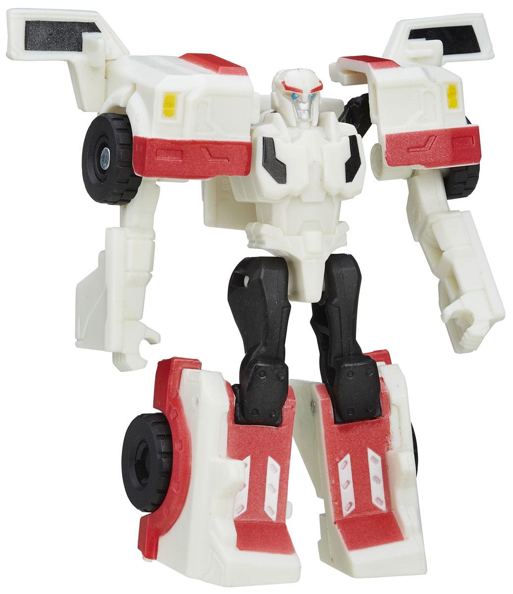 Transformers Трансформер Autobot RatchetB0065_B5594Трансформер Transformers Autobot Ratchet обязательно понравится всем маленьким поклонникам знаменитых Трансформеров! Фигурка выполнена из прочного пластика в виде трансформера Автобота Рэтчета. У Рэтчета натура двойственная. С одной стороны, он - один из самых лучших мастеров и самых квалифицированных врачей, какие только есть среди трансформеров, в любой ситуации готовый оказать медицинскую помощь тем, кто в ней нуждается. С другой стороны, Рэтчет - мастер словесных поединков, способный уболтать кого угодно. Он искренне убежден, что на свете нет недостижимых целей и непреодолимых препятствий, и эта вера в себя (и в других тоже) помогает ему добиваться поразительных успехов. В несколько простых шагов малыш сможет трансформировать фигурку робота в боевую машину. Фигурка отличается высокой степенью детализации. Ребенок с удовольствием будет играть с трансформером, придумывая различные истории. Порадуйте его таким замечательным подарком!