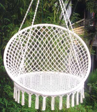 Гамак-кресло подвесное, O 80 см WILDMAN81-282Гамак – место для отдыха, кровать, парящая над землей, ему всегда будут рады и на приусадебном участке, и в доме, и в квартире. Гамаки способны сделать уютным и удобным любой летний отдых.Поход в лес – и качественный гамак-сетка станет местом для сна. Поездка за город – и он превратится в личный уголок, где можно полежать с книжкой, подремать, скрыться от суеты и солнца.