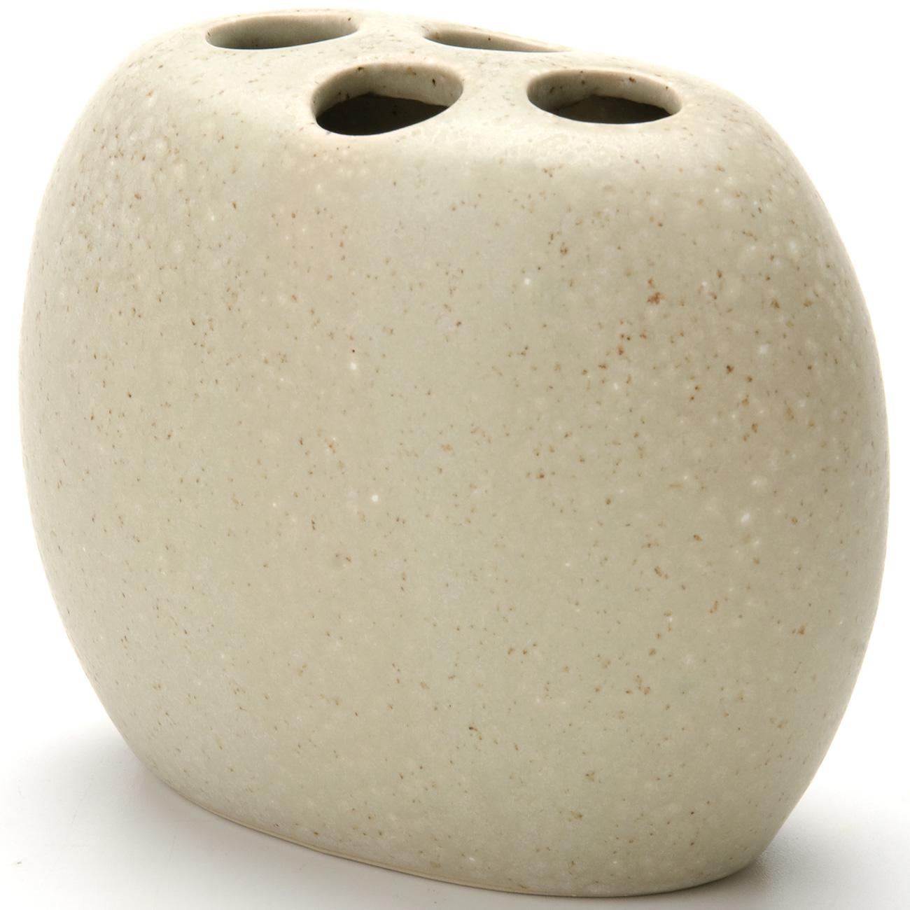 Стакан для ванной комнаты Aqva Line Дюна. 13052191305219Подставка для зубных щеток Дюна выполнена из прочного фарфора высокого качества. Подставка песочного цвета с оригинальной текстурой песка. Подставка рассчитана на 4 зубные щетки. За изделием очень легко ухаживать, для этого достаточно просто периодически промывать его водой. Подставка может служить как самостоятельным предметом в вашей ванной комнате, так и дополнительным аксессуаром к набору для ванной Дюна.