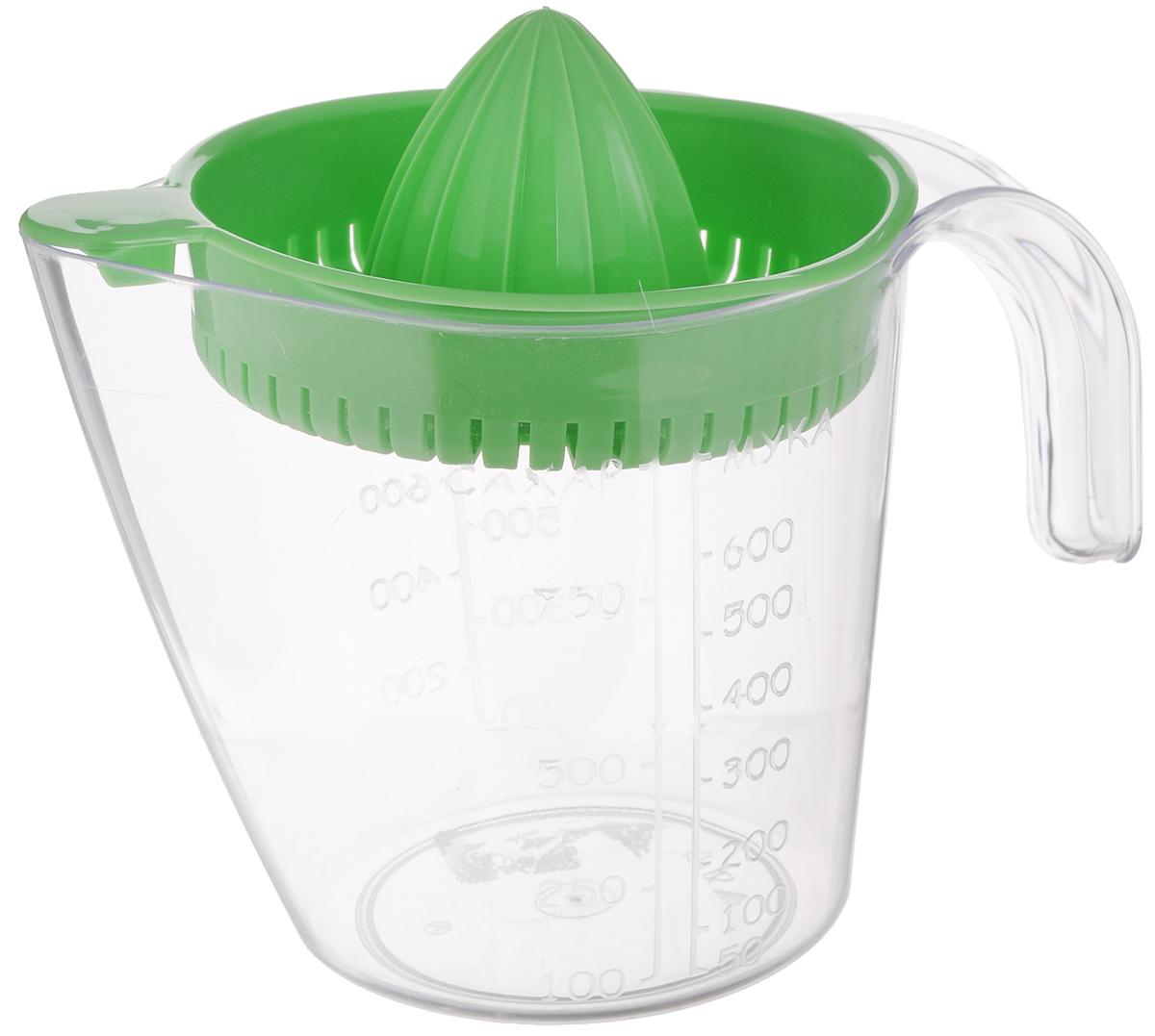 Соковыжималка для цитрусовых Альтернатива, ручная, с мерным стаканом, цвет: зеленый, 1,1 лM380Ручная соковыжималка для цитрусовых Альтернатива, изготовленная из пластика, станет полезным аксессуаром на любой кухне. Она идеально подойдет для мелких и крупных цитрусовых фруктов. Достаточно разрезать фрукты пополам, зафиксировать на держателе и покрутить. Сок выливается в мерный стакан, входящий в комплект. Простая и удобная в использовании соковыжималка Альтернатива займет достойное место среди кухонного инвентаря. Размер соковыжималки: 16 см х 13,5 см х 6 см. Объем мерного стакана: 1100 мл. Диаметр стакана по верхнему краю: 13 см. Высота стакана: 13,5 см.