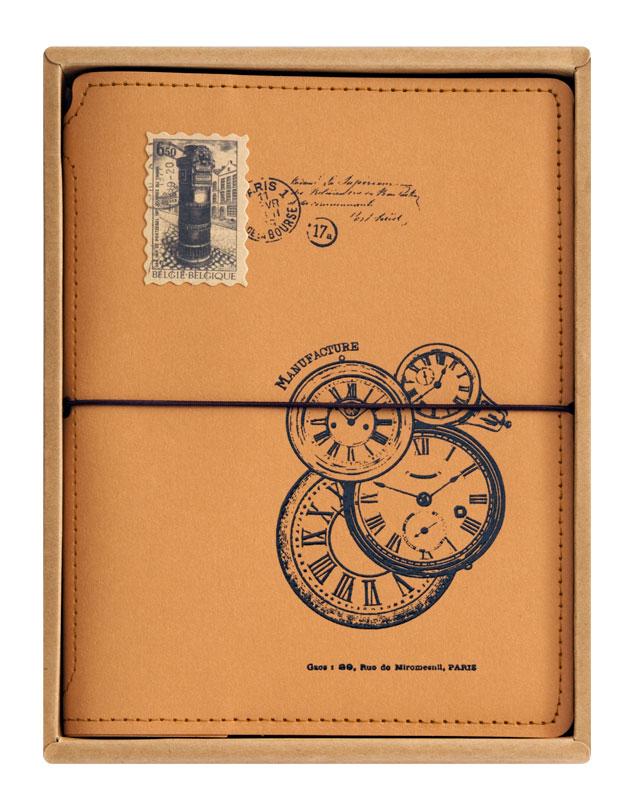 Записная книжка Белоснежка Старинные часы725-SBВинтажная записная книжка Старинные часы понравится любому ценителю по истине стильных и качественных аксессуаров. На обложке из плотного крафт-картона изображены карманные часы в стиле Винтаж. Листы блокнота сделаны из плотной бумаги и прошиты в прочный переплет. Эта записная книжка станет незаменим атрибутом в делах и учебе, будет отличным помощником в работе или в сохранении творческих идей. Удобная резинка, которая есть на книжке, позволяет держать ее плотно закрытой. Во внутренней части обложки есть карман для хранения мелочей. Количество листов: 80. Размер: 15 х 20 см.