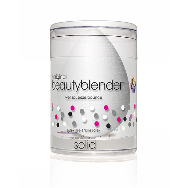 Beautyblender Спонж pure и мини мыло для очистки Solid Blendercleanser1038beautyblender pure созданный специально для нанесения косметических продуктов и средств макияжа, этот бесцветный beautyblender великолепно подходит для чувствительной кожи и применяется для нанесения сывороток и увлажняющих средств, создавая профессиональный макияж. Дает более тонкое покрытие. Мыло blendercleanser идеально подходит для очищения спонжа. Удобно для путешествий, для точечного очищения, для очищения кистей. А легкая отдушка лаванды создаст атмосферу гармонии.