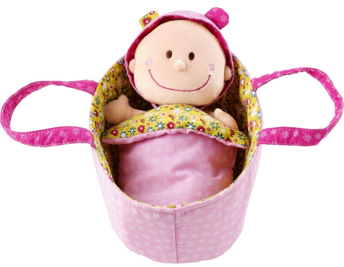Lilliputiens Мягкая кукла Хлоя в переноске86063Малышка Хлоя уютно спит в своей корзинке-переноске, под одеялом. Когда она просыпается, ей нужно сменить подгузник. Подгузник и пижама легко снимаются и надеваются, поэтому забота о малышке будет доставлять ребенку огромное удовольствие! У мягкого пупсика милые вышитые глазки и широкая улыбка. На голове у Хлои два забавных хвостика из нитяных волосиков. Разнофактурные материалы игрушки поддерживают развитие сенсорной моторики ребенка. Мягкая кукла Lilliputiens будет прекрасным подарком для самых маленьких девочек.
