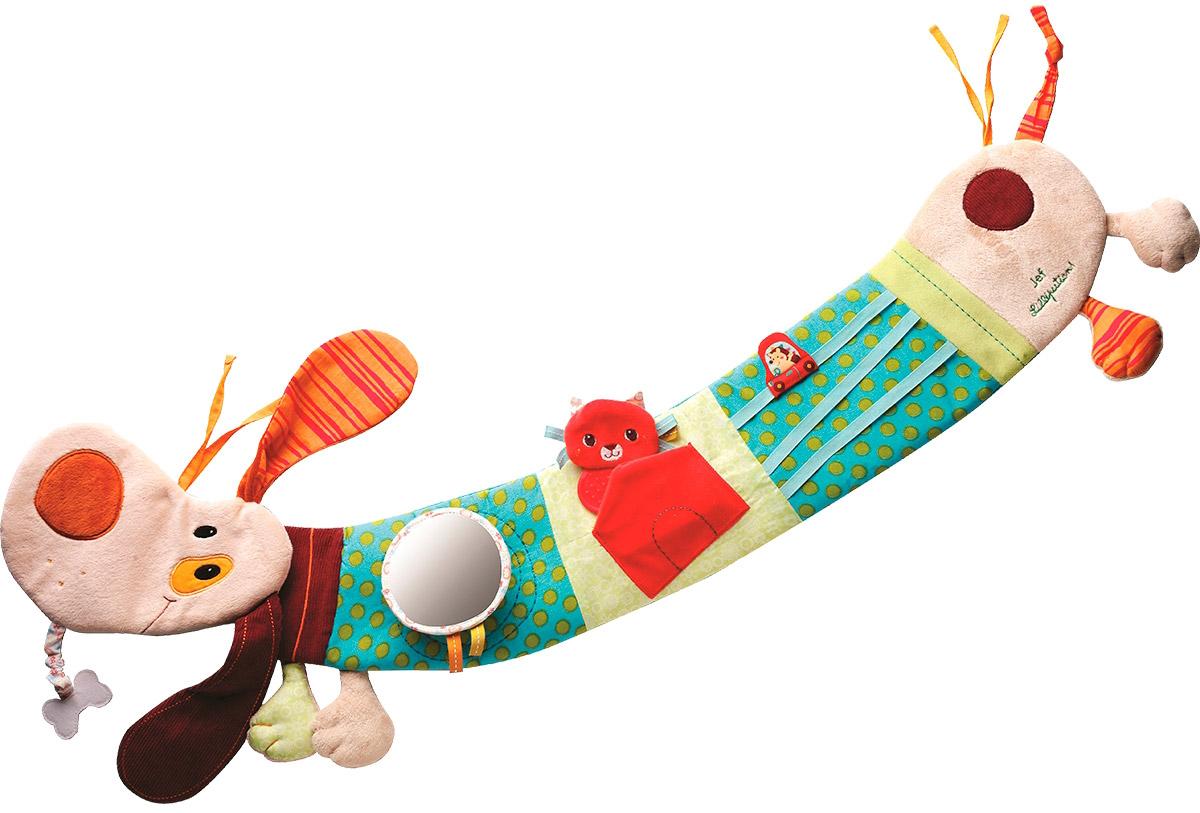 Lilliputiens Развивающая игрушка Собачка Джеф 8638786387Бывают такие собаки, которые месяцами не мешают ребенку. Они мирно висят на автокресле, кроватке или коляске, пока он не проснется и не поиграет с ними. Также вежливо ведет себя развивающая игрушка Lilliputiens Собачка Джеф - щенок с длинными ушами, который живет в кроватке вашего малыша. Пока малыш совсем кроха, он просто висит на бортике, позволяя себя разглядывать. Через несколько месяцев малыш научится владеть своими ручками и заметит, что, случайно задевая Джефа, он заставляет его звенеть и вибрировать. Разноцветный песик со смешными лапками сшит из ярких тканей, чтобы ребенок рано стал различать цвета. Вскоре ваш малыш научится не просто случайно попадать по игрушке, но и хватать ее руками. Приятные сюрпризы вроде зеркальца и прочих фирменных секретов развивают мышление и воображение ребенка.