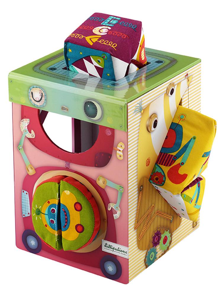 Lilliputiens Сортер с мягкими фигурками86418Сортер с мягкими фигурками Lilliputiens подойдет деткам, которым пора учиться координации движений, различать формы фигурок и развивать логическое мышление. При помощи сортера малыш сможет играть и обучаться необходимым навыкам. Конструкция игры представляет собой коробку с отверстиями различной формы и размера, в которые вставляются соответствующие фигурки. Цель игры - заполнить коробку всеми предметами. Чтобы крохе было легче справиться с заданием, тон отверстия совпадает с окраской мягкой игрушки. Таким образом, можно повторять уже знакомые или учить цвета играючи.