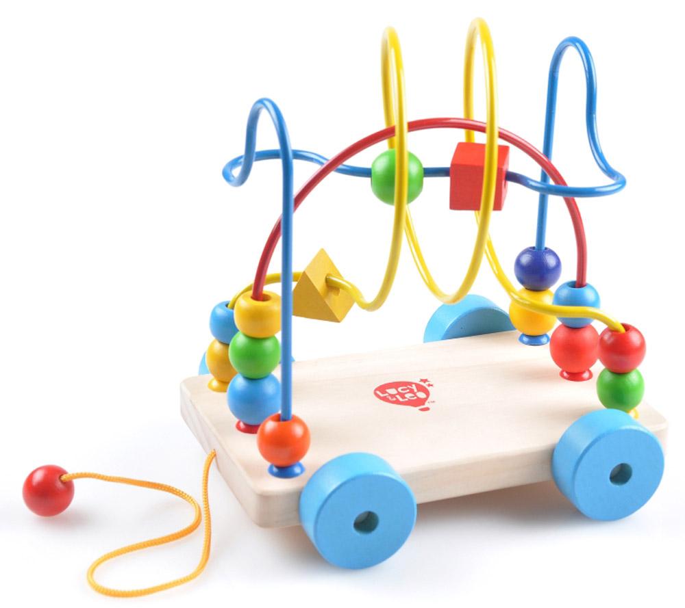 Lucy&Leo Игрушка-каталка Лабиринт-КаталкаLL109Необычный вариант игрушки Лабиринт с бусинами обязательно заинтересует активного и любознательного малыша. Разноцветные бусины разной формы можно легко двигать по интересному лабиринту - вашему малышу будет некогда скучать. А если ребенок вдруг захочет поиграть в другом месте - не беда, ведь у лабиринта есть удобные колёсики и верёвочка, а значит его можно возить с собой куда угодно! Игра способствует развитию логики, воображения, пространственного мышления, развивает координацию, внимание и учит различать цвета и формы.