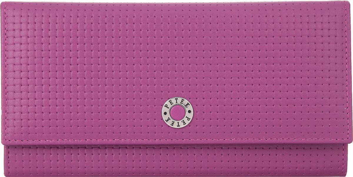 Портмоне женское Petek 1855, цвет: пурпурный. 379.020.16379.020.16 PurpleЭлегантное женское портмоне Petek 1855 выполнено из натуральной кожи с декоративным фактурным тиснением, оформлено металлической фурнитурой с символикой бренда. Изделие закрывается клапаном на кнопку, внутри содержит: отделение для купюр, три кармашка для мелких документов, пять карманов для кредитных карт, один из которых дополнен сетчатой вставкой. Снаружи, на задней стороне изделия, расположены: вместительный открытый кармашек и врезной карман на молнии. Изделие упаковано в коробку из плотного картона с логотипом фирмы. Это очаровательное портмоне непременно подойдет к вашему образу, порадует стилем и функциональностью.