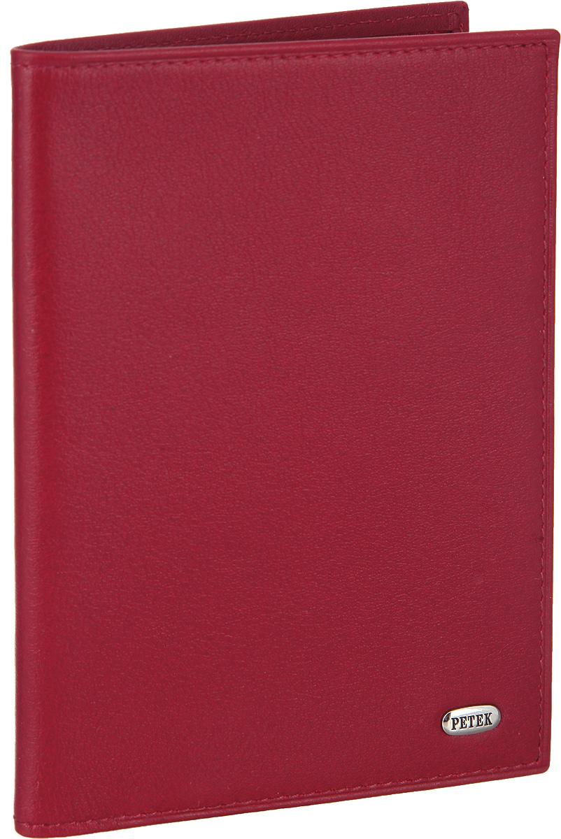 Обложка для паспорта женская Petek 1855, цвет: красный. 651.4000.10651.4000.10 RedСтильная обложка для паспорта Petek изготовлена из натуральной кожи с гладкой фактурой. Лицевая сторона изделия оформлена небольшой металлической пластиной с гравировкой в виде названия бренда. Внутри изделия расположены: отделение для паспорта, сетчатый карман, три кармашка для пластиковых карт, один из которых сетчатый, и карман для мелких документов. Изделие поставляется в фирменной упаковке. Обложка для паспорта поможет сохранить внешний вид ваших документов и защитить их от повреждений, а также станет стильным аксессуаром.